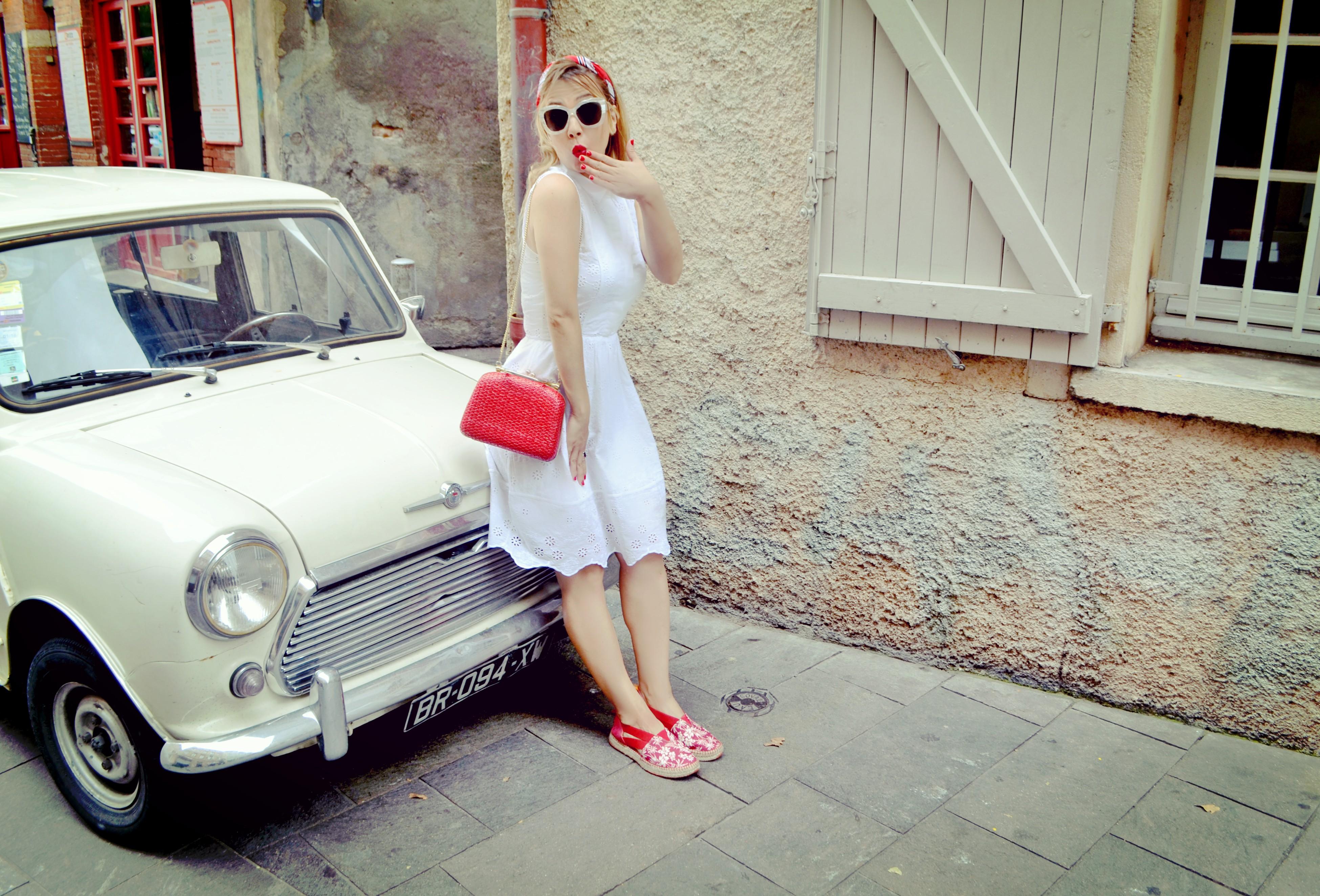 ChicAdicta-blog-de-viajes-fashionista-influencer-Chic-Adicta-vestido-blanco-alpargatas-instint-blog-de-moda-Piensaen-Chic-Piensa-en-Chic