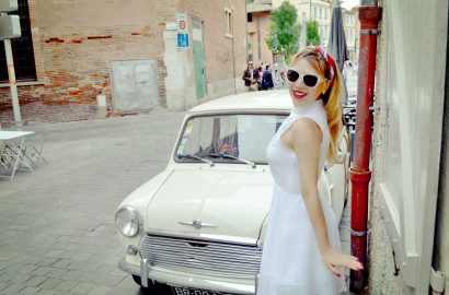 Fashionista-ChicAdicta-blog-de-moda-Chic-Adicta-white-dress-retro-style-Que-ver-en-Toulouse-fancy-PiensaenChic-Piensa-en-Chic