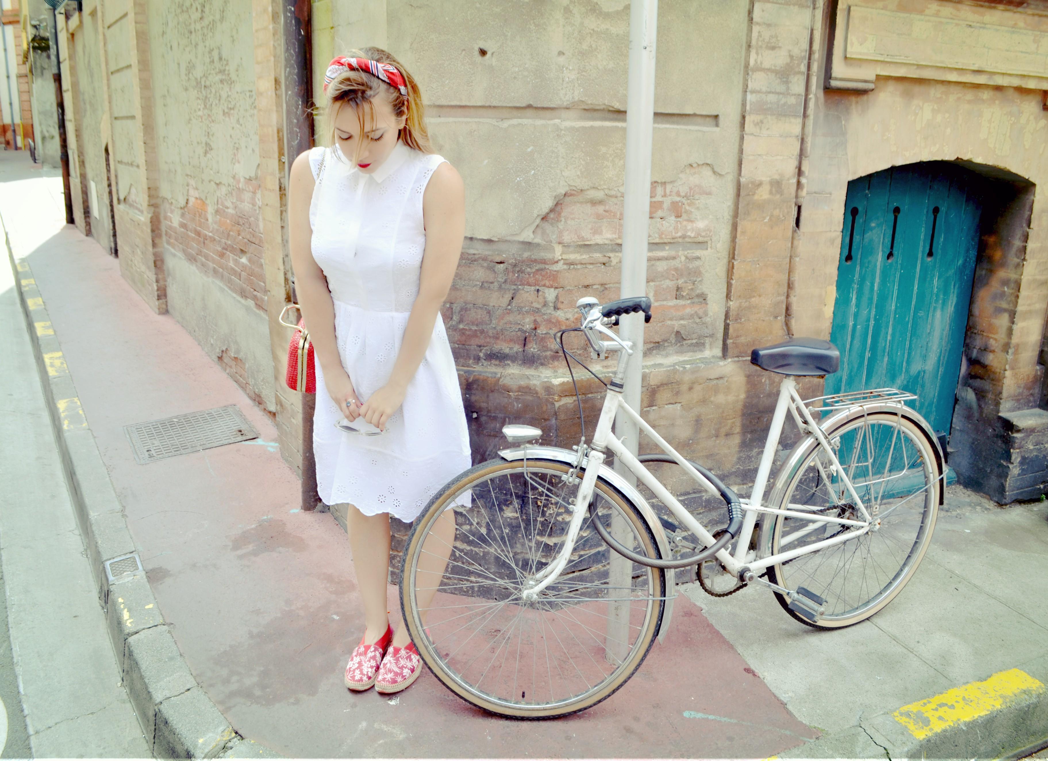 Fashionista-ChicAdicta-influencer-Chic-Adicta-blog-de-moda-fashiontraveller-alpargatas-instint-retro-outfit-vestido-blanco-PiensaenChic-Piensa-en-Chic
