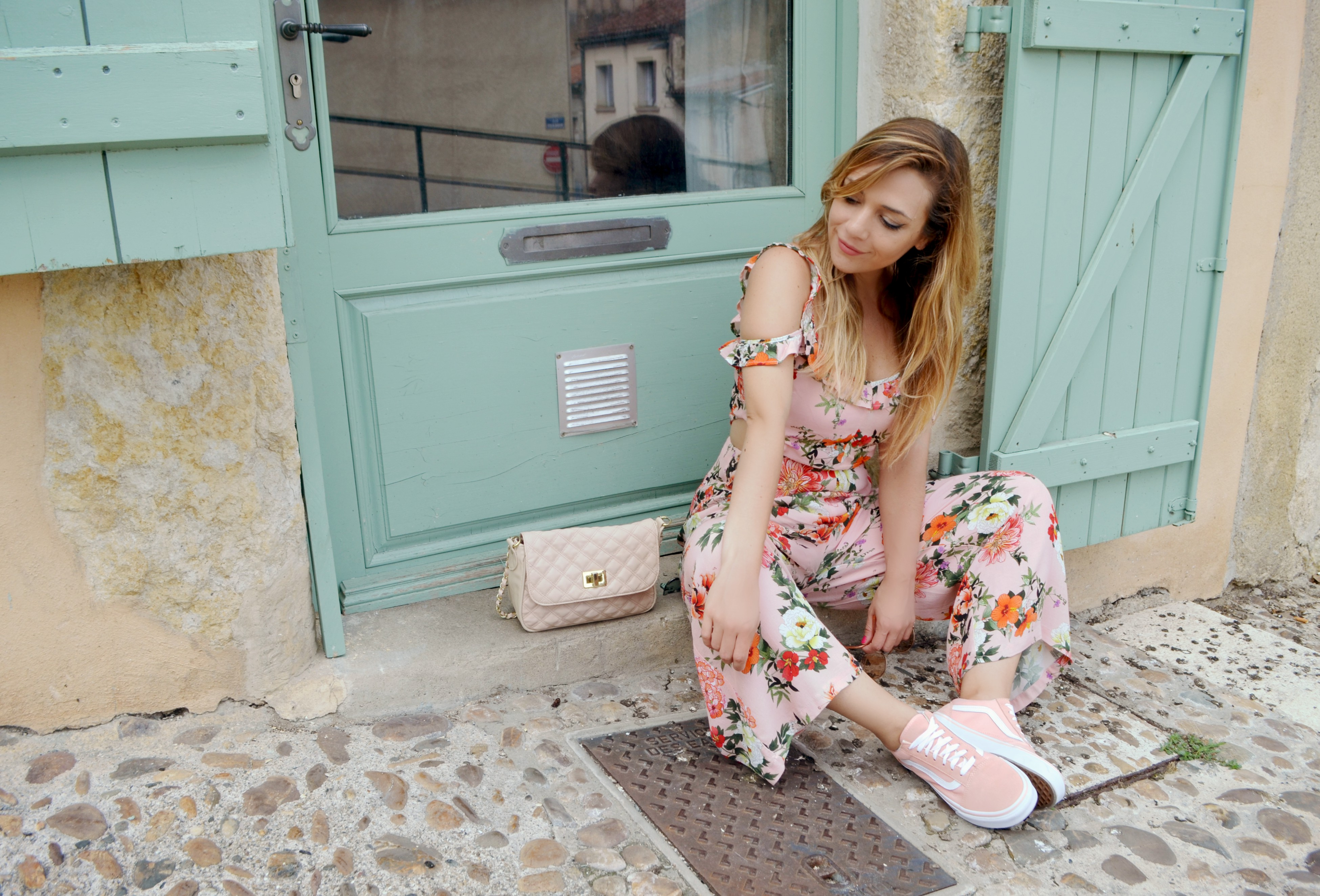 ChicAdicta-Vans-look-blog-de-moda-Chic-Adicta-influencer-fashion-travel-mono-de-flores-bershka-Auch-France-PiensaenChic-Piensa-en-Chic