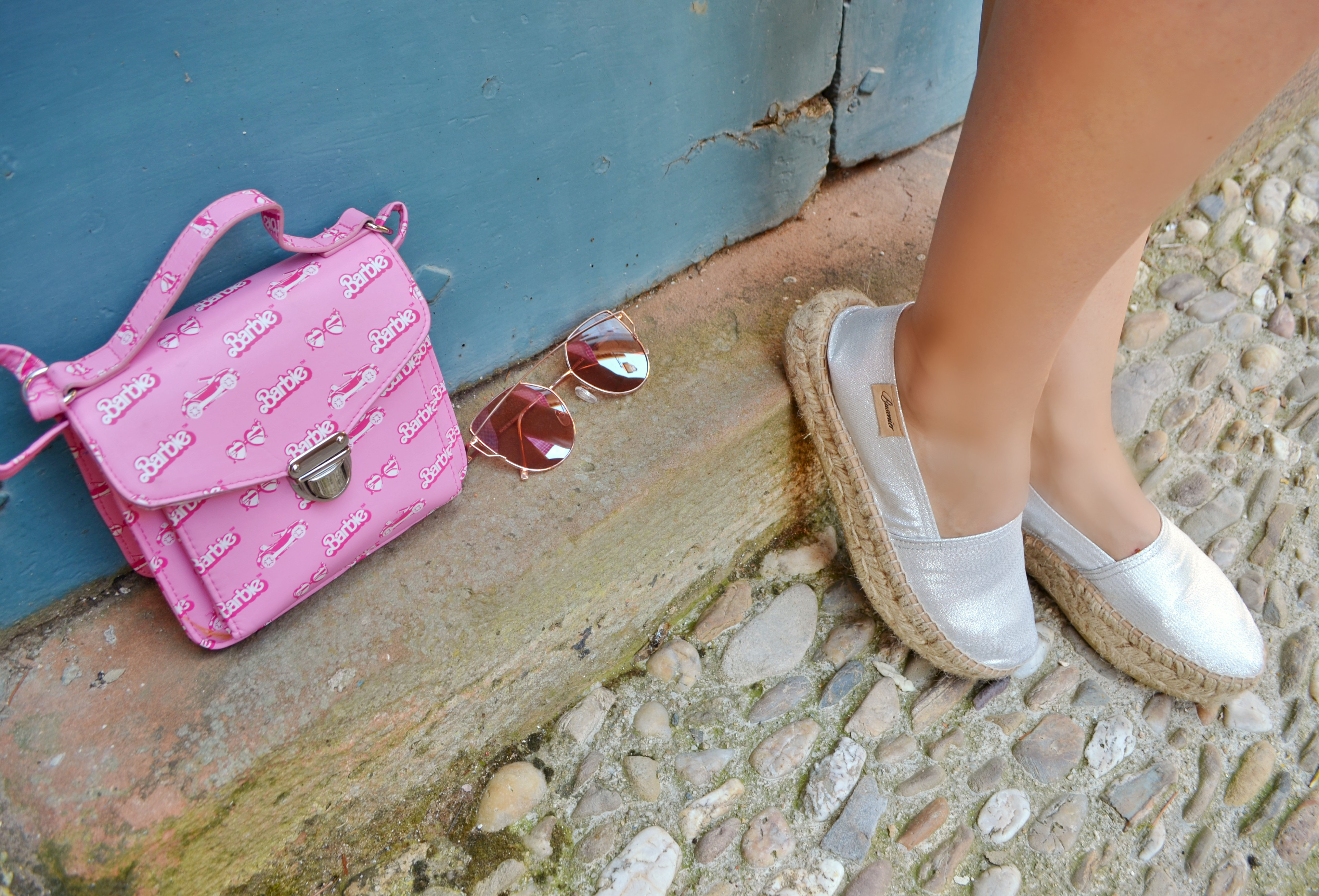 Alpargatas-busonier-ChicAdicta-blog-de-moda-Chic-Adicta-espadrilles-silver-barbie-accessories-influencer-accesorios-rosa-PiensaenChic-Piensa-en-Chic