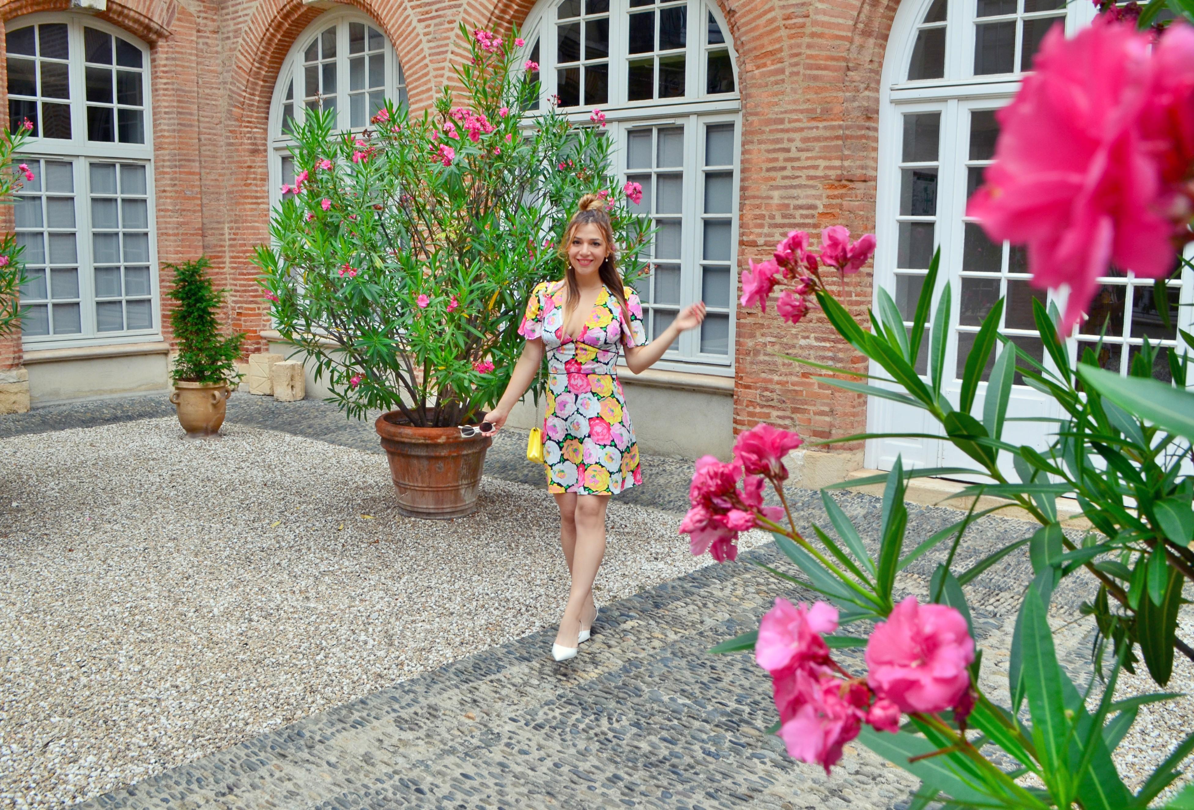 Blog-de-moda-ChicAdicta-fashionista-Chic-Adicta-zapatos-blancos-vestidos-zara-flower-dress-verono-PiensaenChic-Piensa-en-Chic