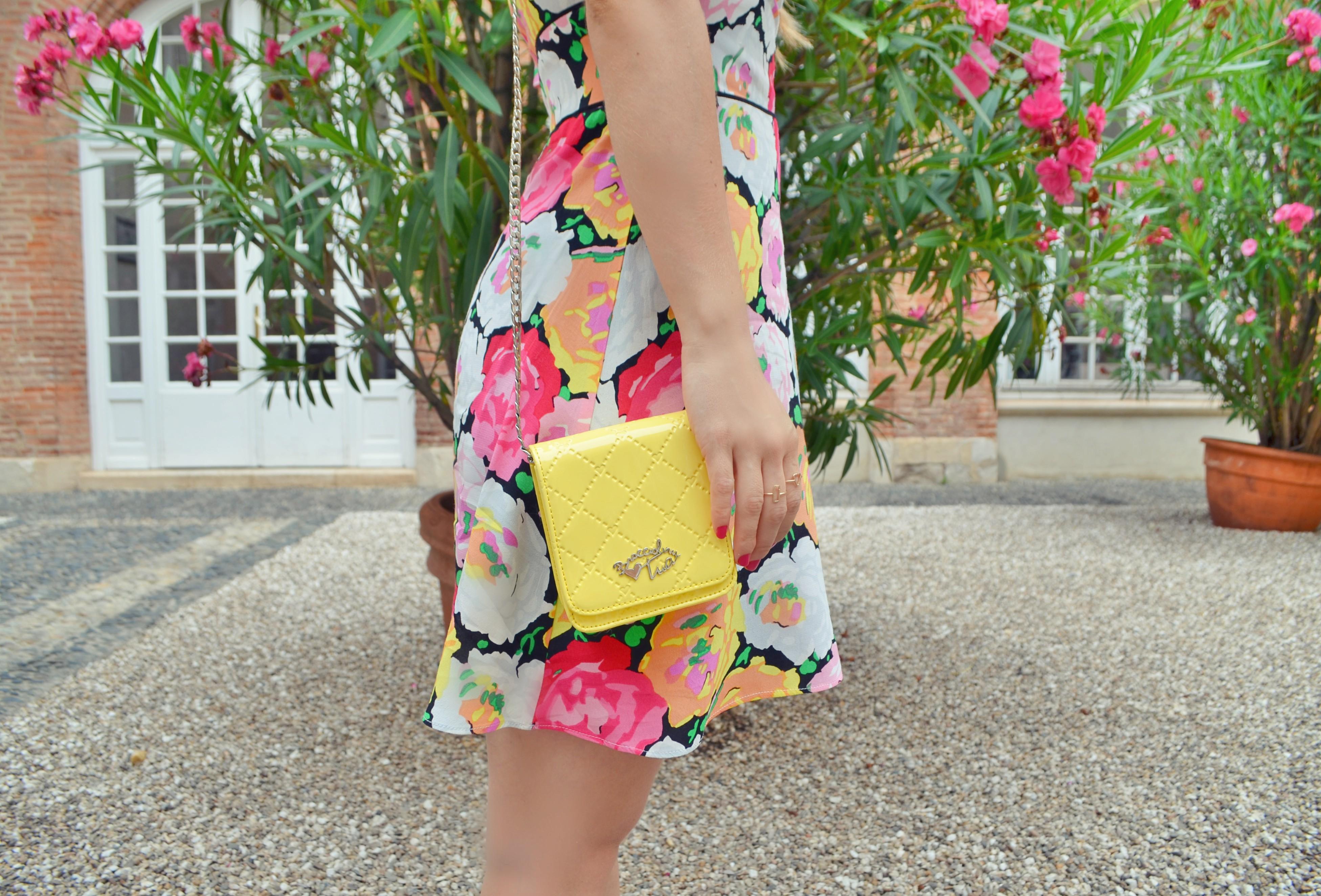 Blog-de-moda-ChicAdicta-vestido-de-flores-Chic-Adicta-zara-look-braccialini-bag-blogger-travel-PiensaenChic-Piensa-en-Chic