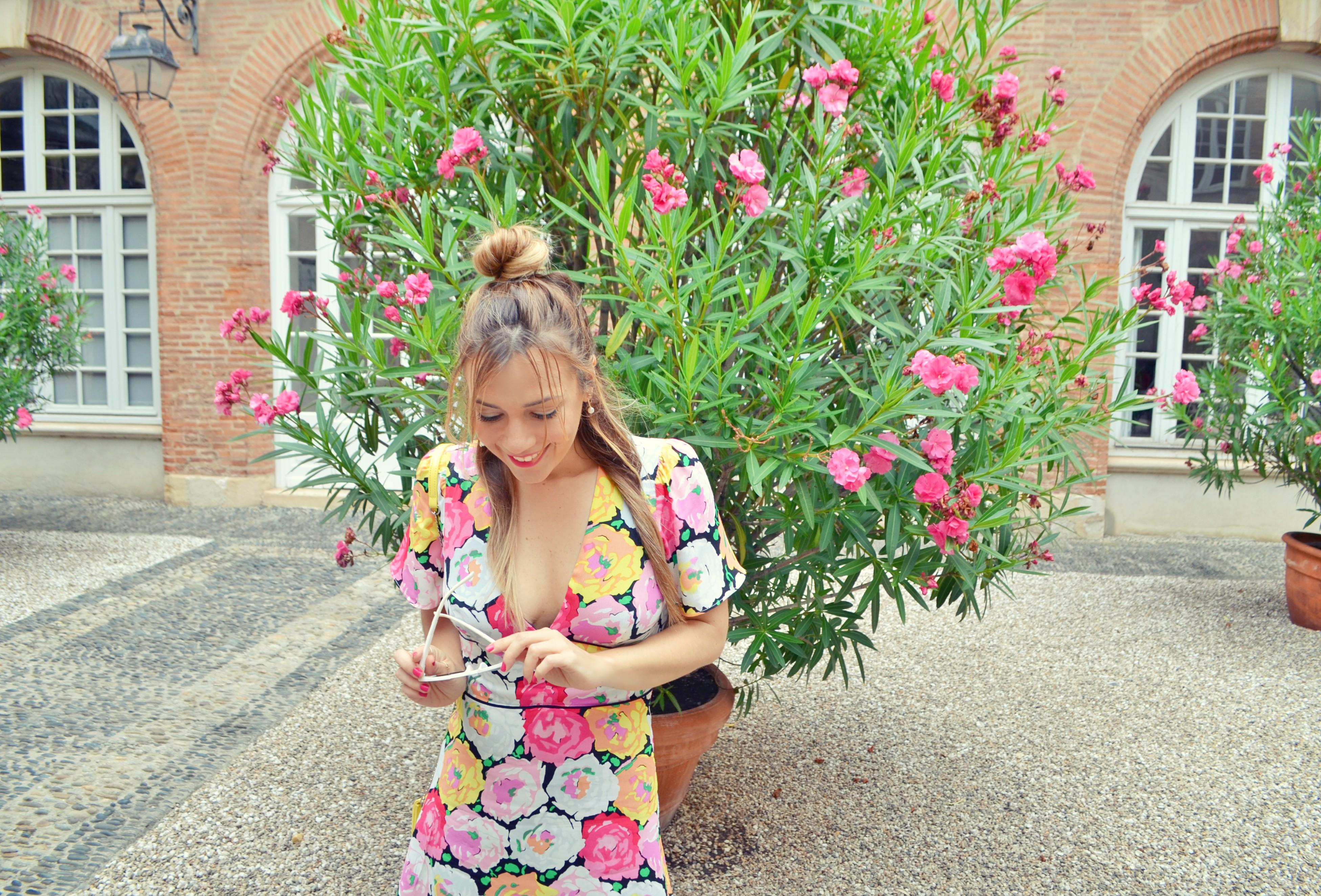 Blog-de-moda-vestido-de-flores-look-de-entretiempo-fashion-travel-ChicAdicta-influencer-Chic-Adicta-Zara-style-PiensaenChic-Piensa-en-Chic