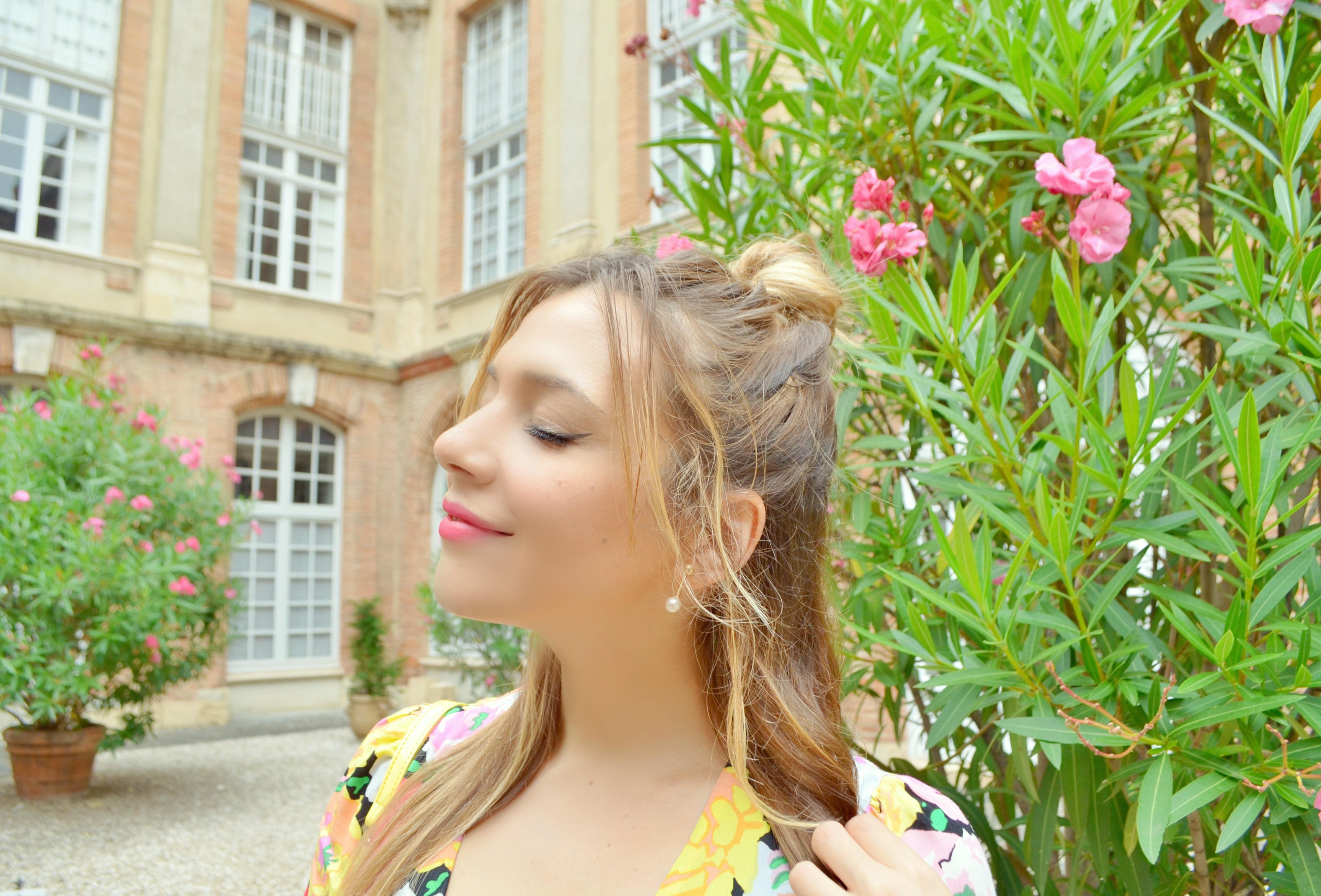 ChicAdicta-blog-de-moda-fashionista-Chic-Adicta-vestido-de-flores-zara-fashion-travel-que-ver-en-toulouse-influencer-PiensaenChic-Piensa-en-Chic