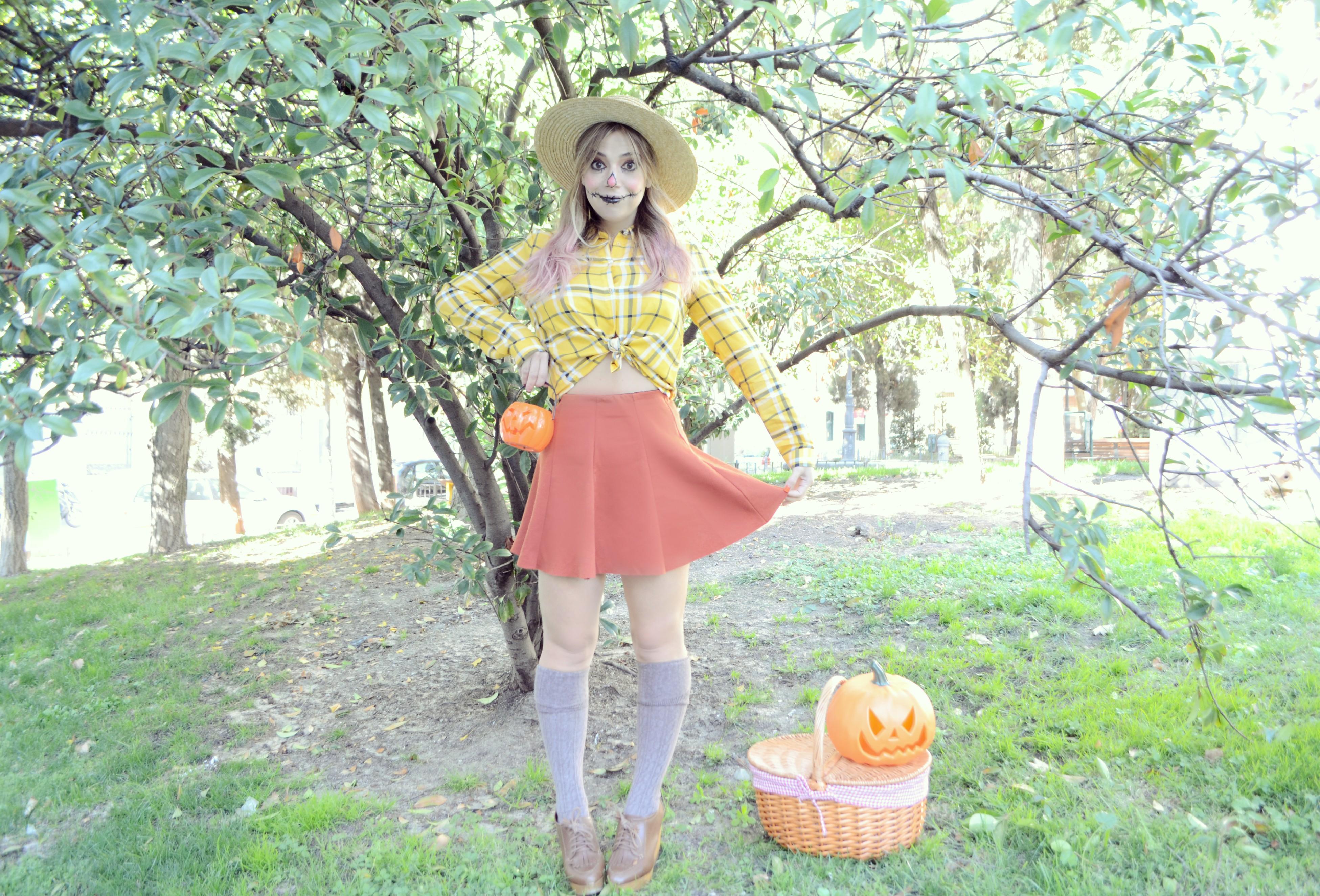 Disfraz-de-espantapajaros-para-Halloween-ChicAdicta-influencer-Chic-Adicta-fashionista-blog-de-moda-Urvan-Madrid-PiensaenChic-manicura-a-domicilio-Piensa-en-Chic