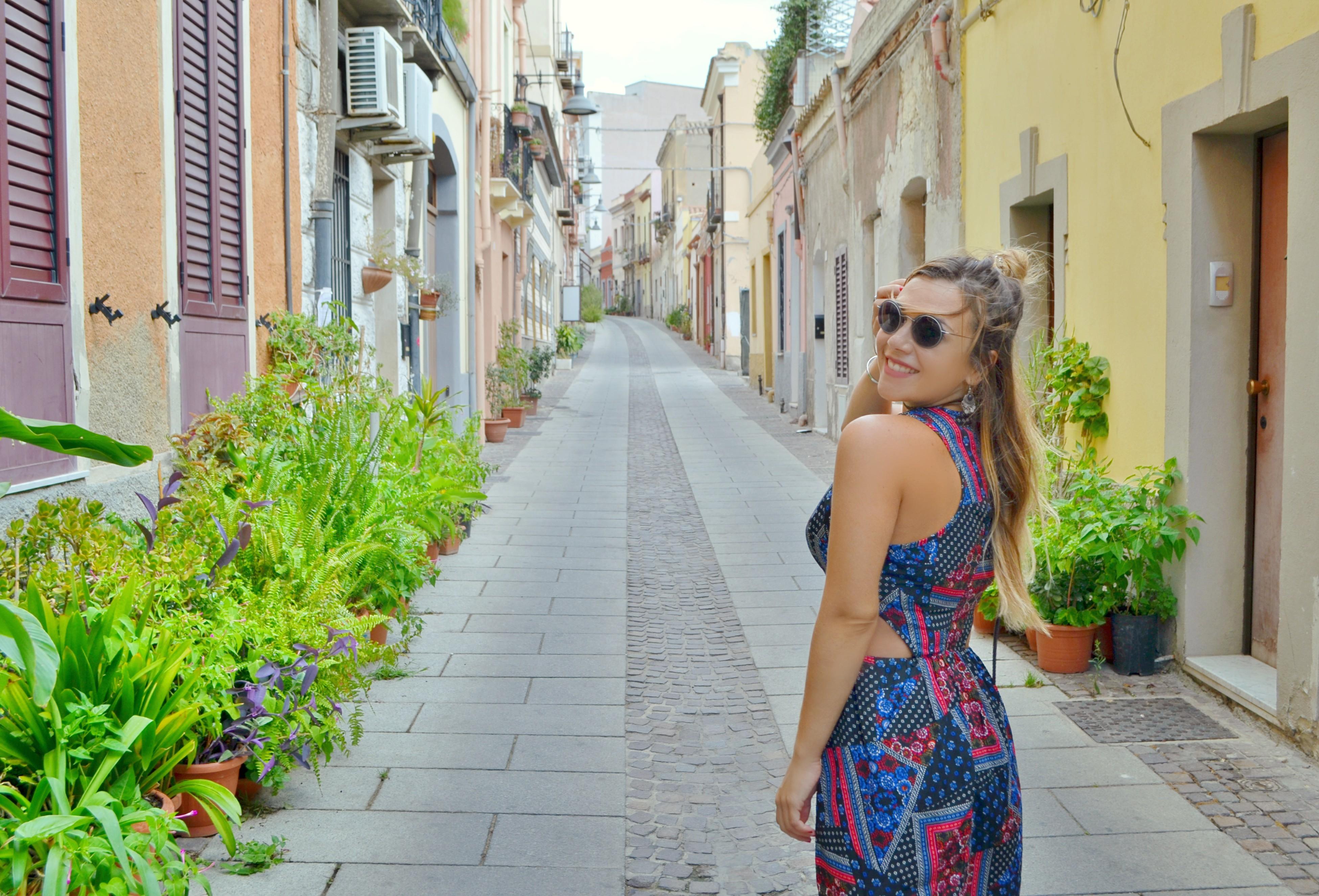 Fashionista-blog-de-moda-ChicAdicta-influencer-Chic-Adicta-vestidos-estampados-travel-blogger-silhouette-PiensaenChic-Piensa-en-Chic