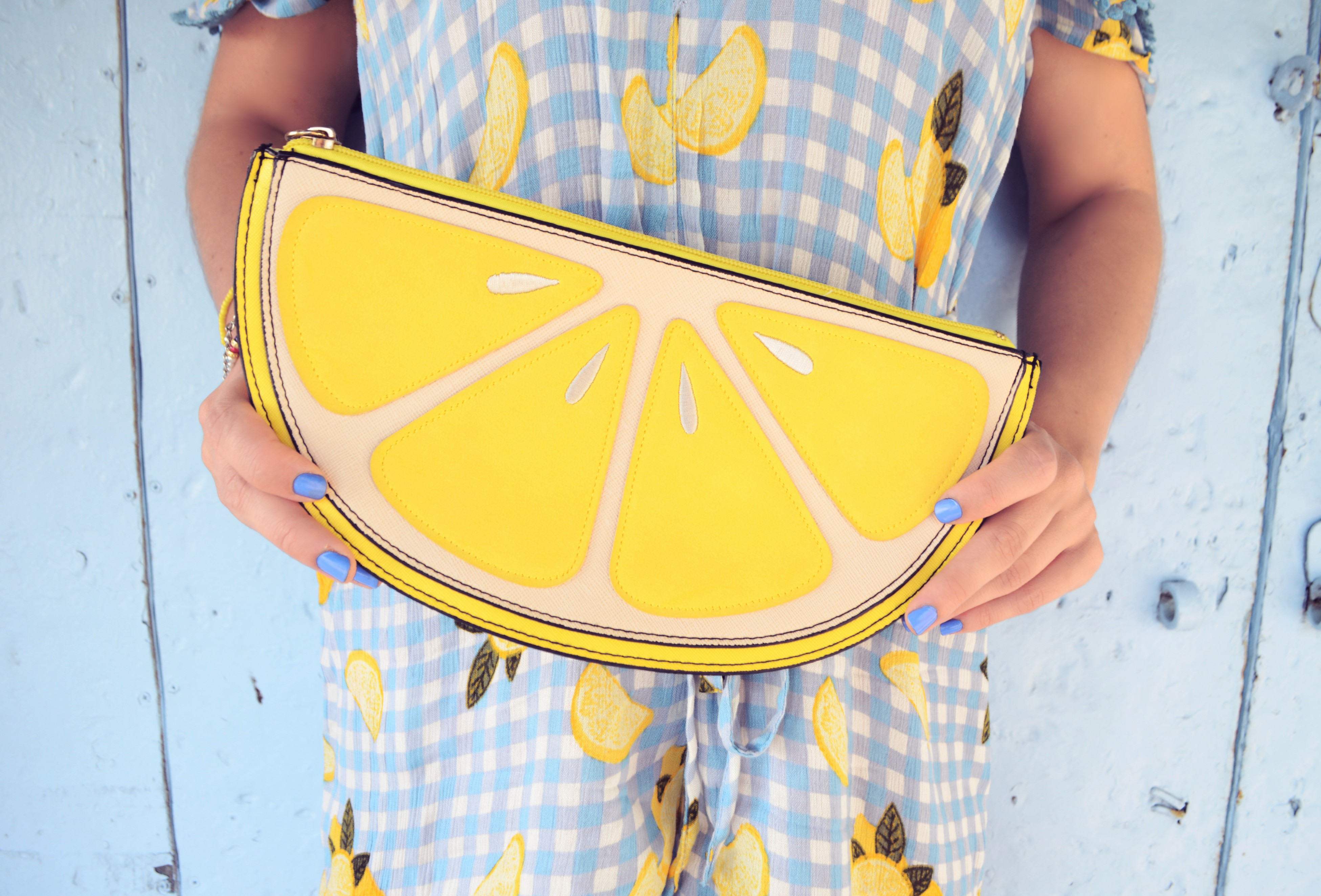 Fashionista-bolso-de-limon-newlook-style-ChicAdicta-influencer-jumpsuit-outfit-lemons-print-PiensaenChic-Piensa-en-Chic