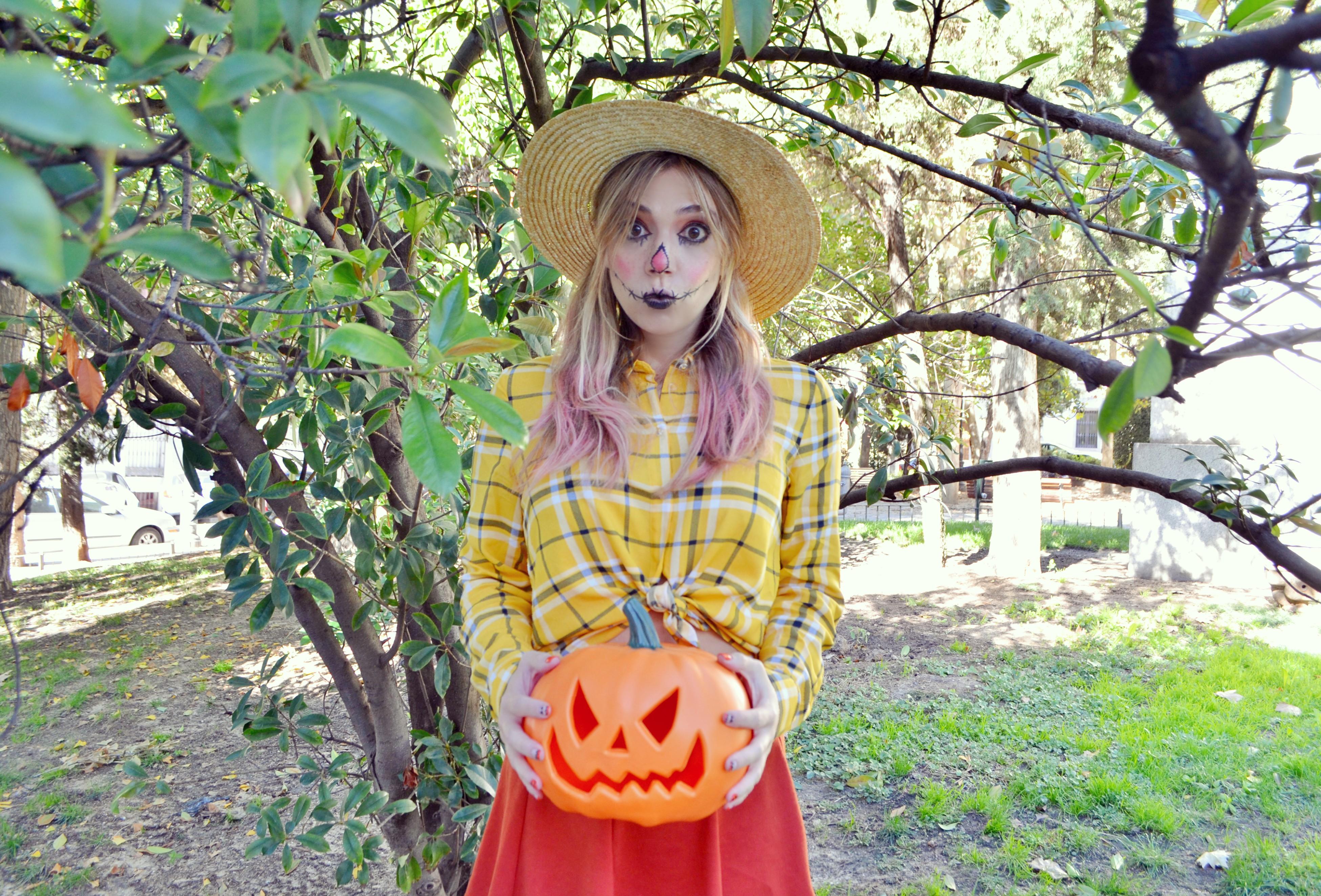 Fashionista-disfraz-de-espantapajaros-halloween-fashionista-ChicAdicta-blog-de-moda-Chic-Adicta-urvan-beauty-on-the-go-influencer-Madrid-PiensaenChic-Piensa-en-Chic