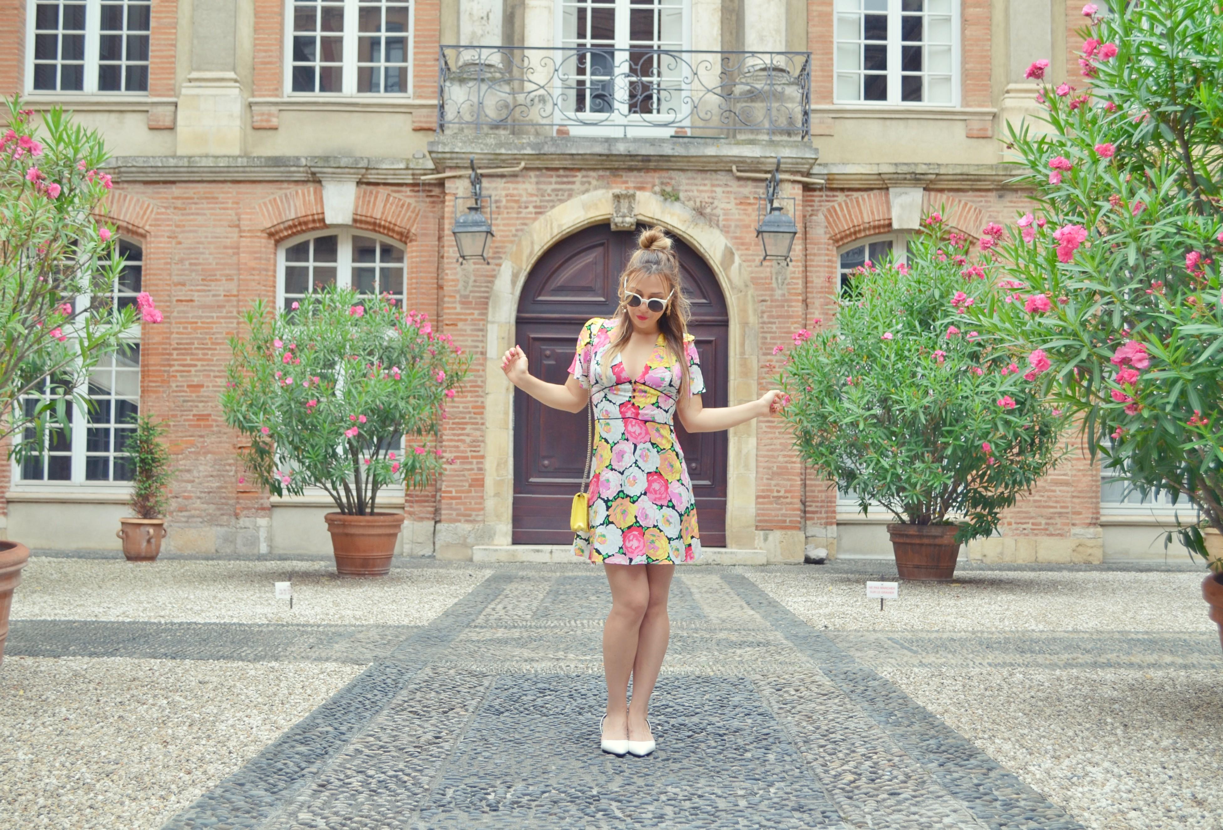 Influencer-blog-de-moda-ChicAdicta-fashionista-Chic-Adicta-look-zara-vestido-de-flores-fashion-travel-PiensaenChic-Piensa-en-Chic