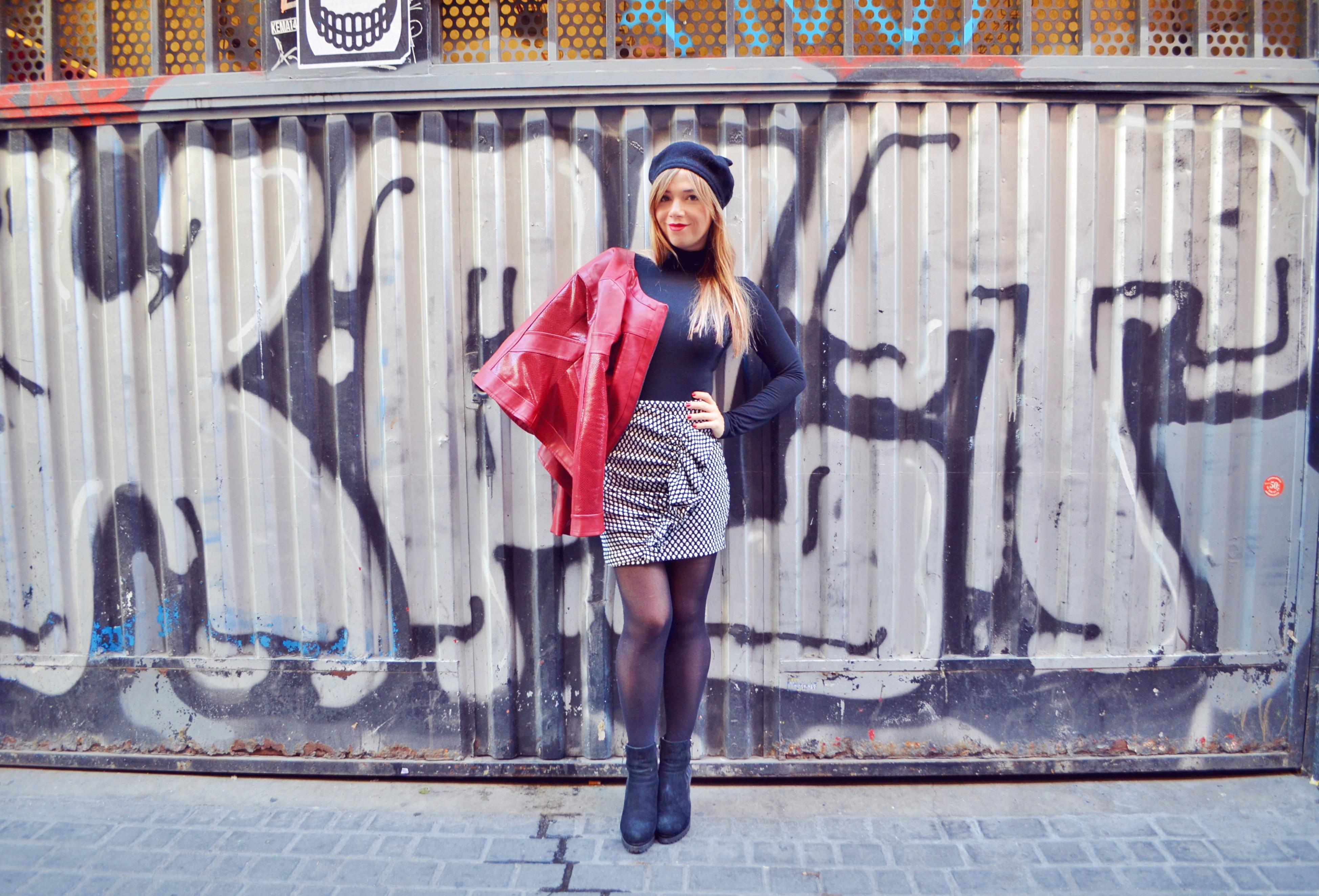 Arggido-ropa-blog-de-moda-ChicAdicta-look-blanco-y-negro-Chic-Adicta-influencer-boinas-Madrid-chupa-roja-PiensaenChic-Piensa-en-Chic