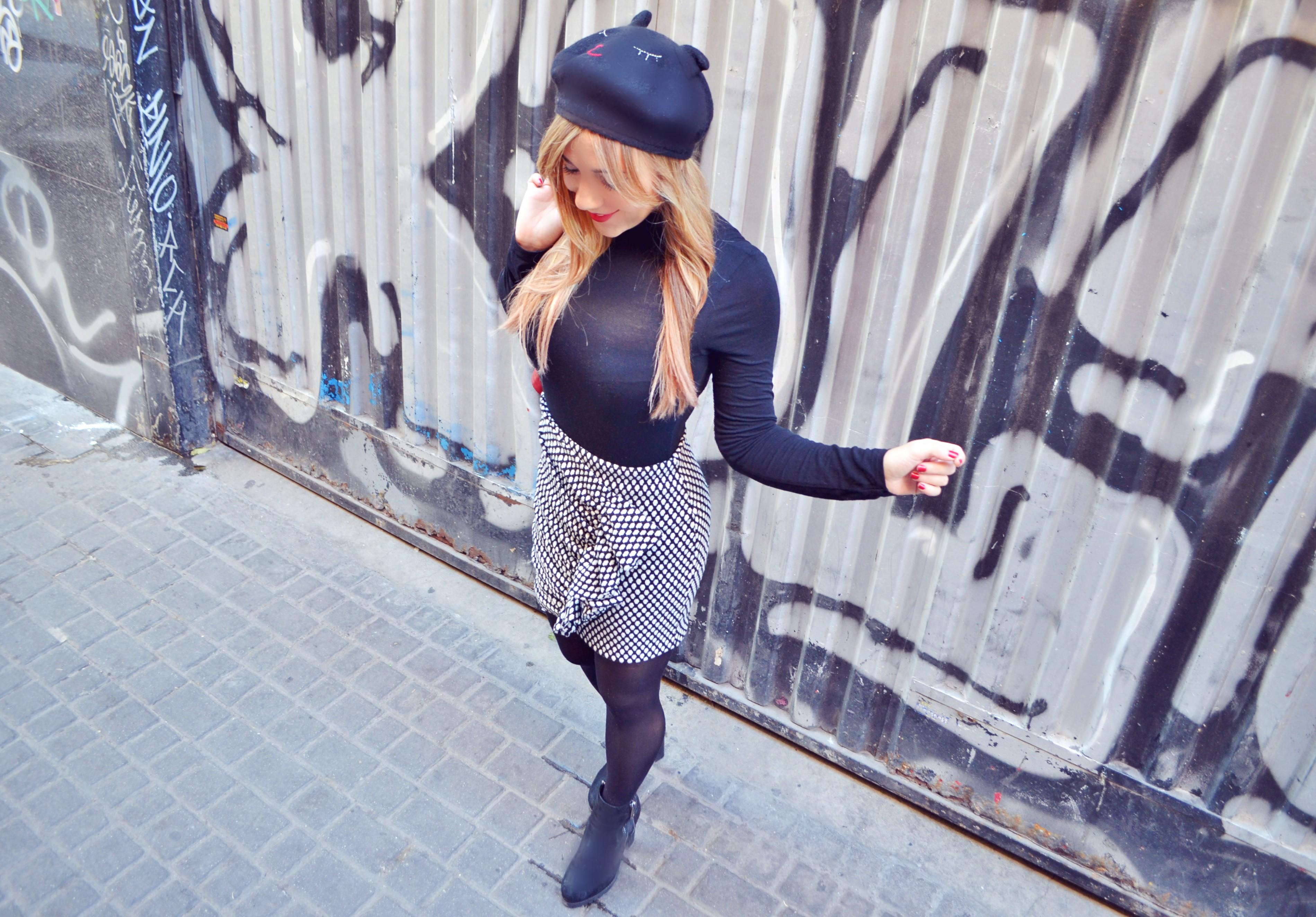 ChicAdicta-fashionista-blog-de-moda-Chic-Adicta-black-and-white-look-faldas-con-vuelos-Arggido-botines-negros-PiensaenChic-Piensa-en-Chic