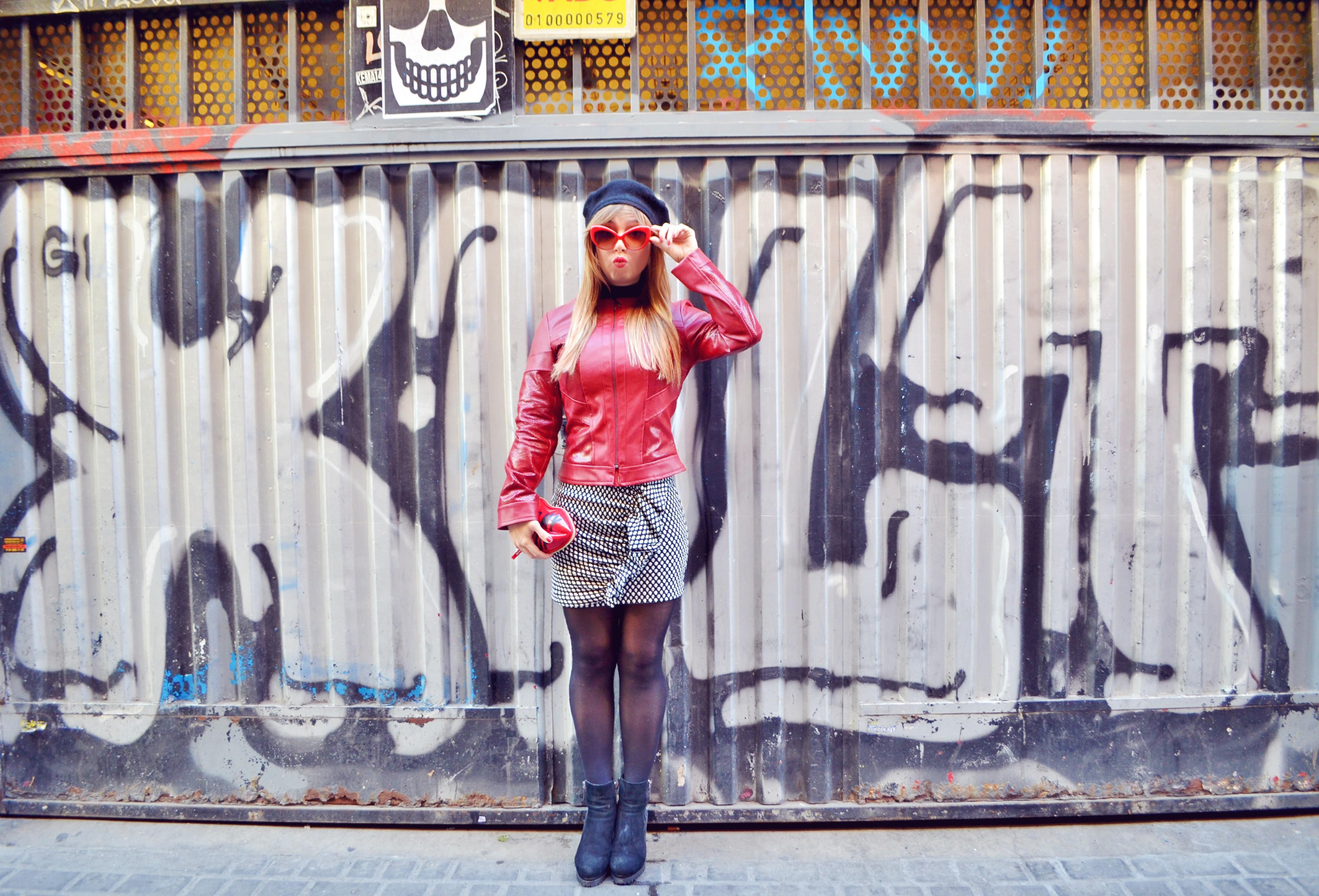 Fashionista-ChicAdicta-red-look-blog-de-moda-Chic-Adicta-faldas-arggido-fall-outfti-paris-style-PiensaenChic-Piensa-en-Chic