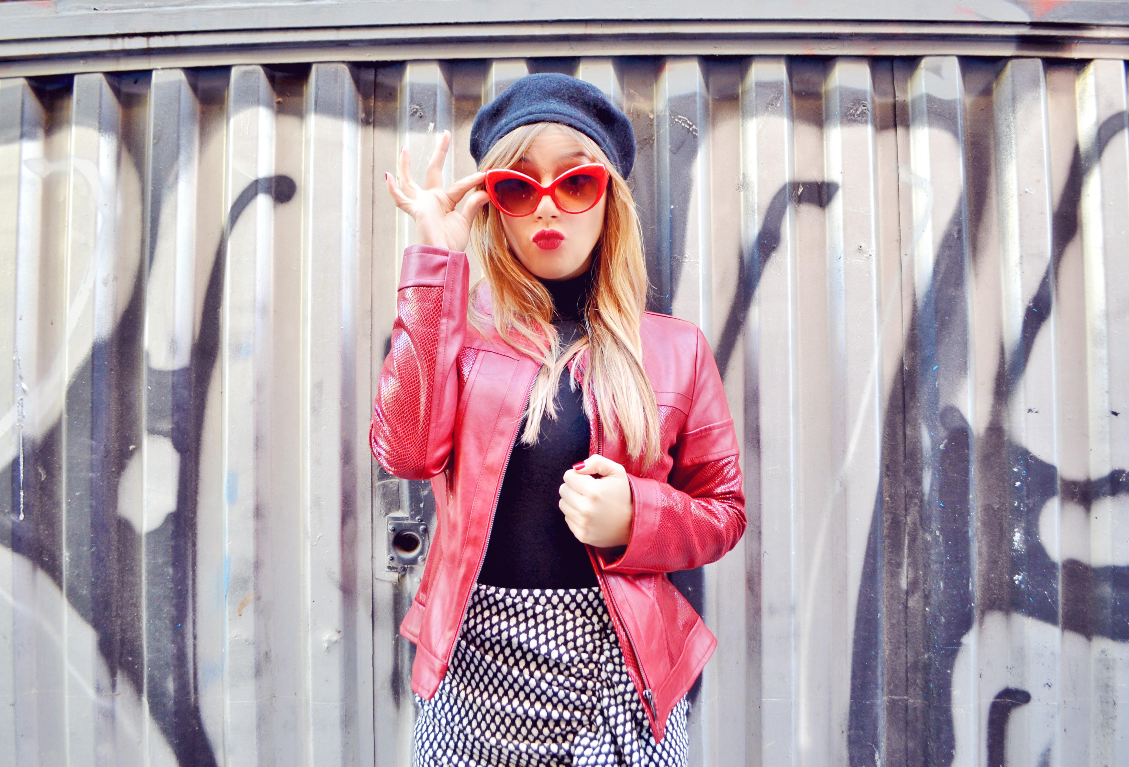 ideas-con-boinas-blog-de-moda-ChicAdicta-fashionista-Chic-Adicta-influencer-gafas-rojas-chaquetas-arggido-PiensaenChic-Piensa-en-Chic