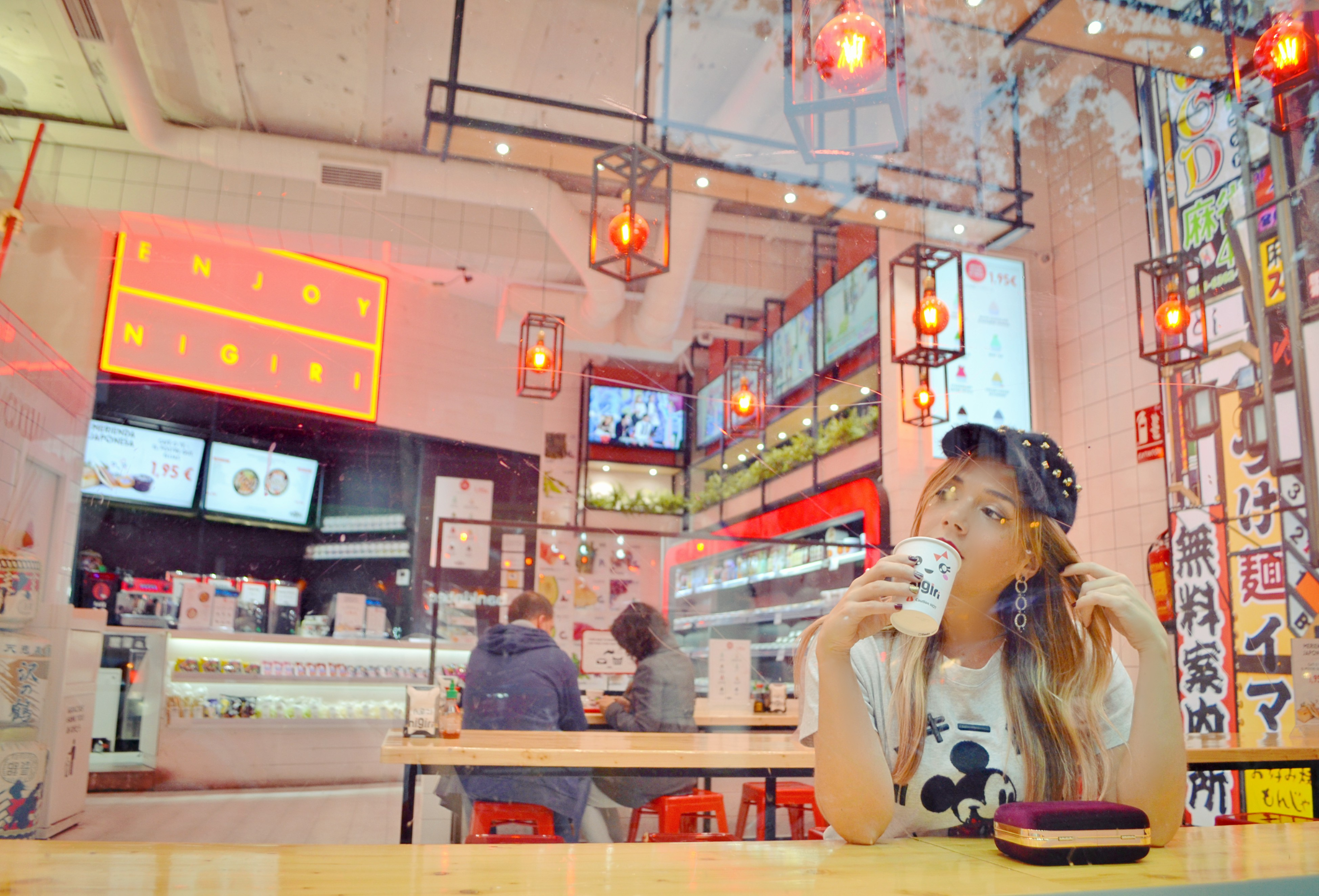 Nigiri-Madrid-gastro-blogger-sushi-ChicAdicta-blog-de-moda-influencer-Chic-Adicta-camiseta-de-mickey-mango-PiensaenChic-Piensa-en-Chic