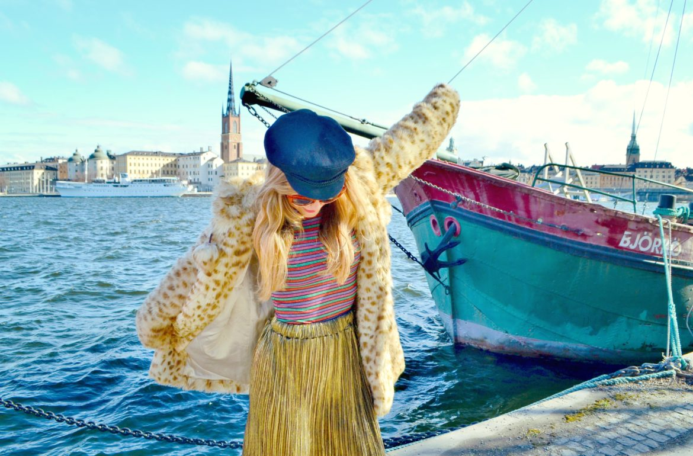 Abrigo-de-leopardo-ChicAdicta-fashionista-Chic-Adicta-influencer-blog-de-moda-travel-style-gold-look-PiensaenChic-Piensa-en-Chic