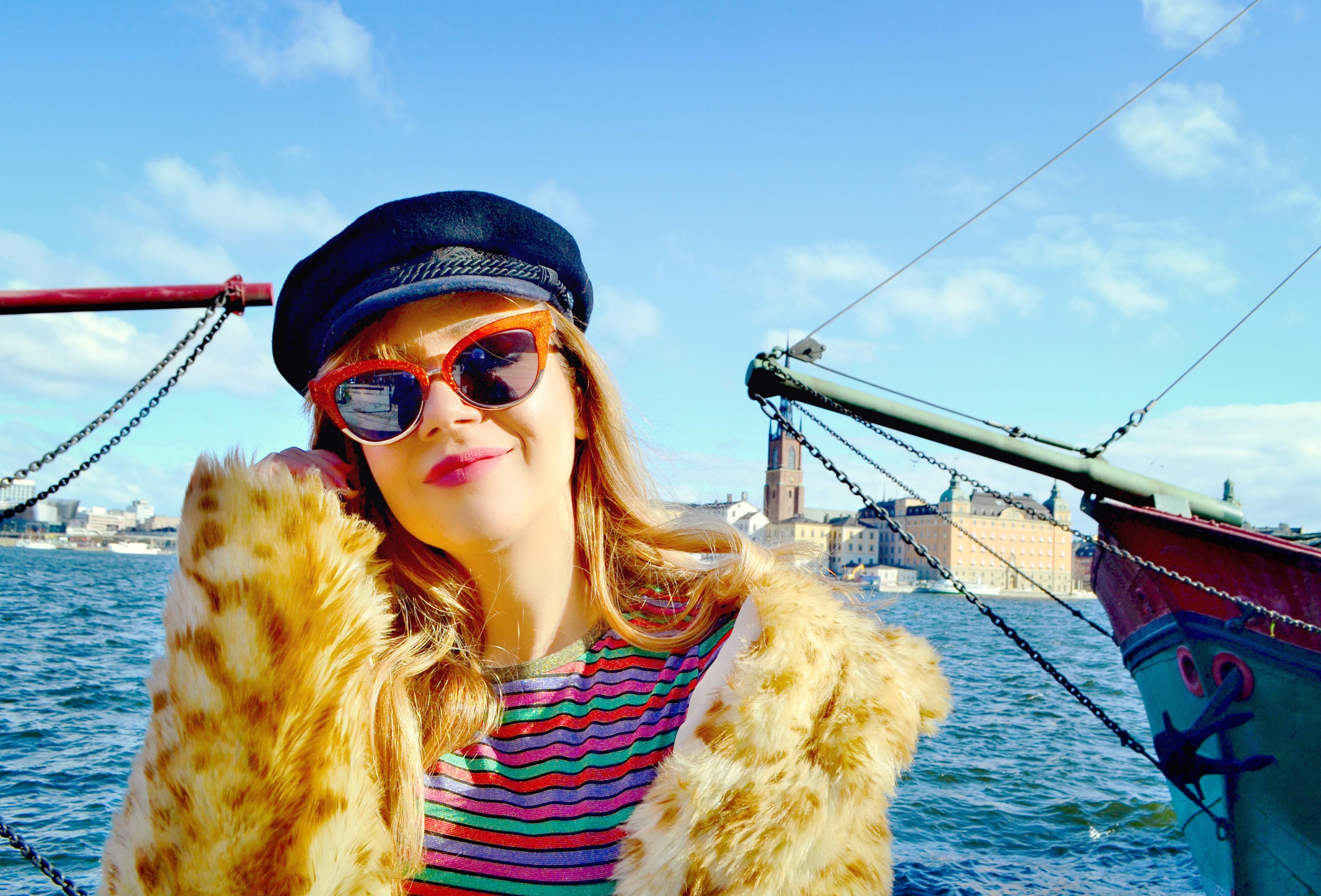Blog-de-moda-ChicAdicta-influencer-Chic-Adicta-fashion-travel-look-con-rayas-leopard-print-PiensaenChic-Piensa-en-Chic