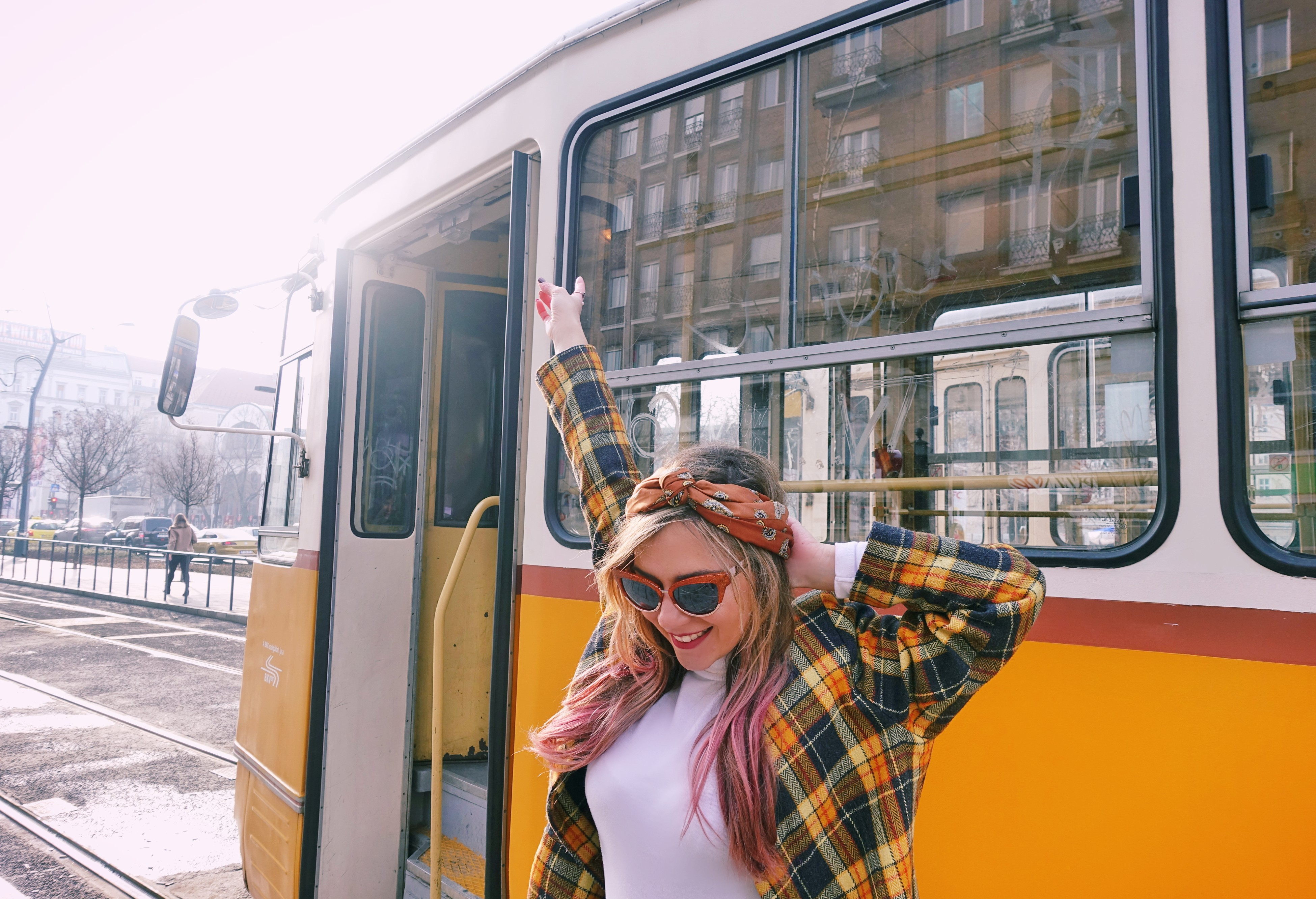 Americana-de-cuadros-vintage-blog-de-moda-fashion-travel-budapest-ChicAdicta-influencer-Chic-Adicta-gafas-retro-PiensaenChic-Piensa-en-Chic