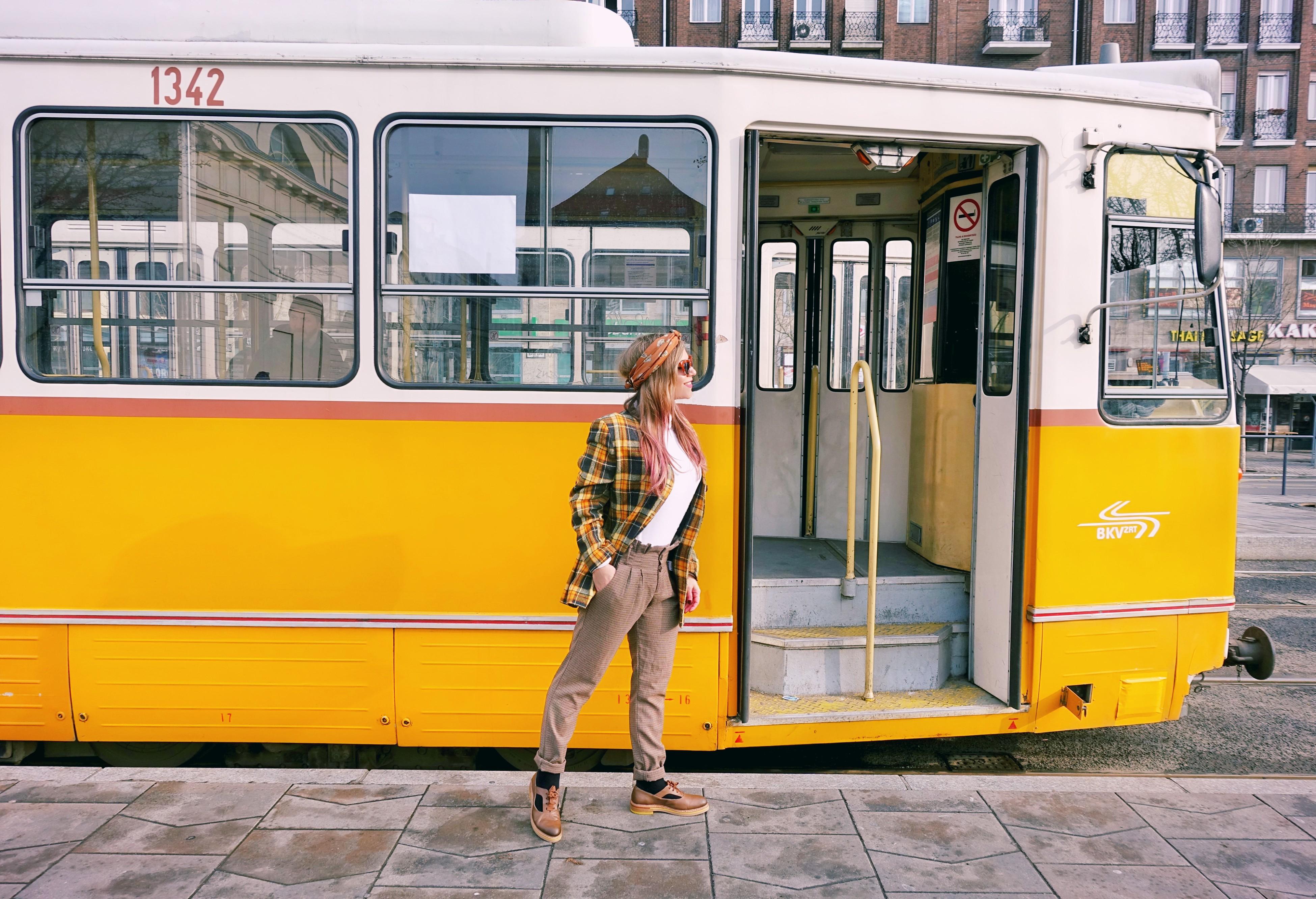 Blog-de-moda-ChicAdicta-fashion-travel-influencer-Chic-Adicta-Budapest-street-style-zapatos-neosens-blazer-de-cuadros-PiensaenChic-Piensa-en-Chic