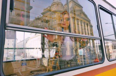 Blog-de-moda-influencer-ChicAdicta-fashionista-que-ver-en-Budapest-Chic-Adicta-tranvias-vintage-fashion-travel-PiensaenChic-Piensa-en-Chic