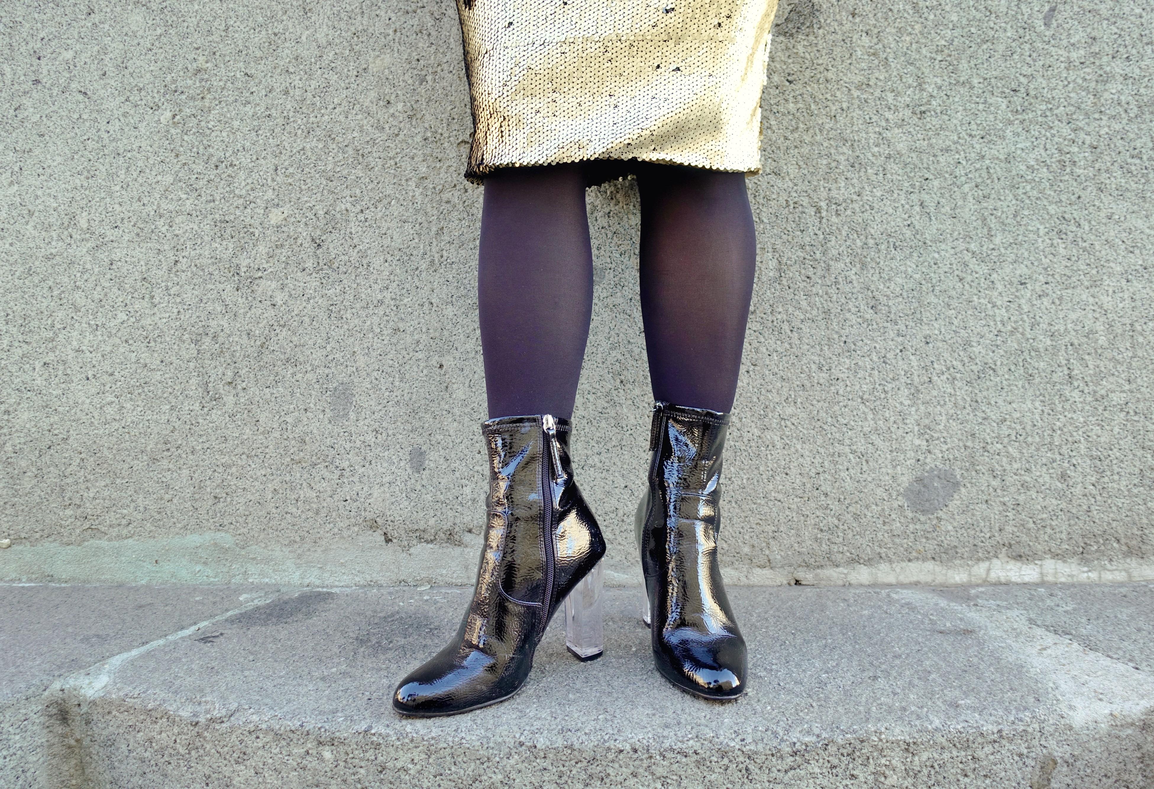 Botines-steve-madden-falda-dorada-okeysi-gold-look-influencer-ChicAdicta-blog-de-moda-Chic-Adicta-PiensaenChic-Piensa-en-Chic