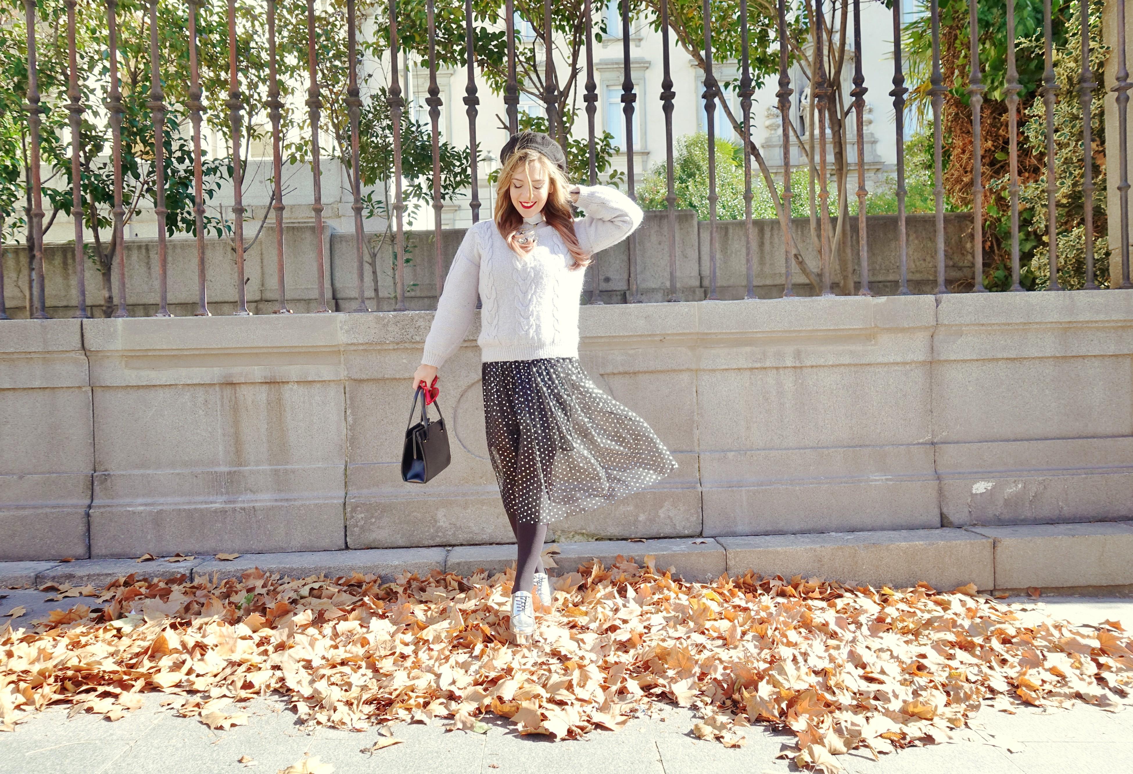 Madrid-street-style-blog-de-moda-ChicAdicta-fashionista-influencer-laliblue-accesorios-vestido-de-lunares-Chic-Adicta-boinas-PiensaenChic-Piensa-en-Chic