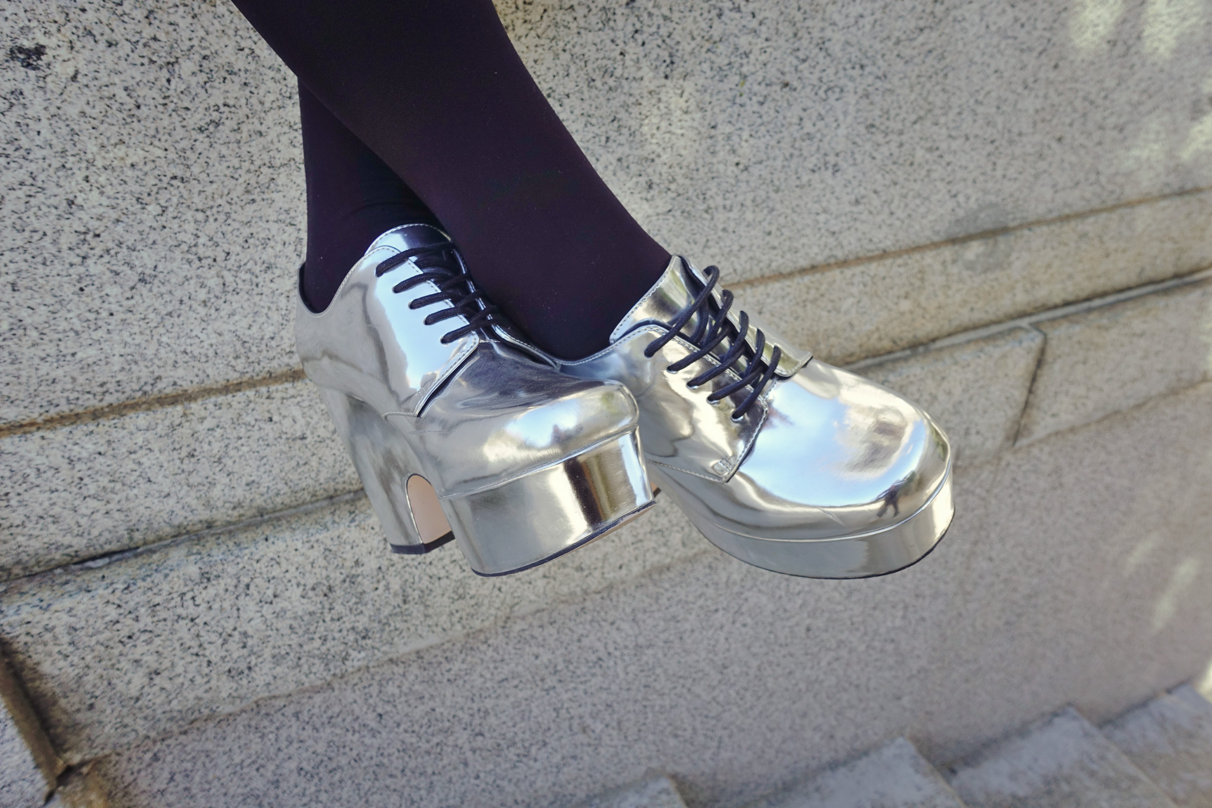 Zapatos-plateados-ChicAdicta-asos-shoes-blog-de-moda-silver-shoes-influencer-Madrid-PiensaenChic-Piensa-en-Chic