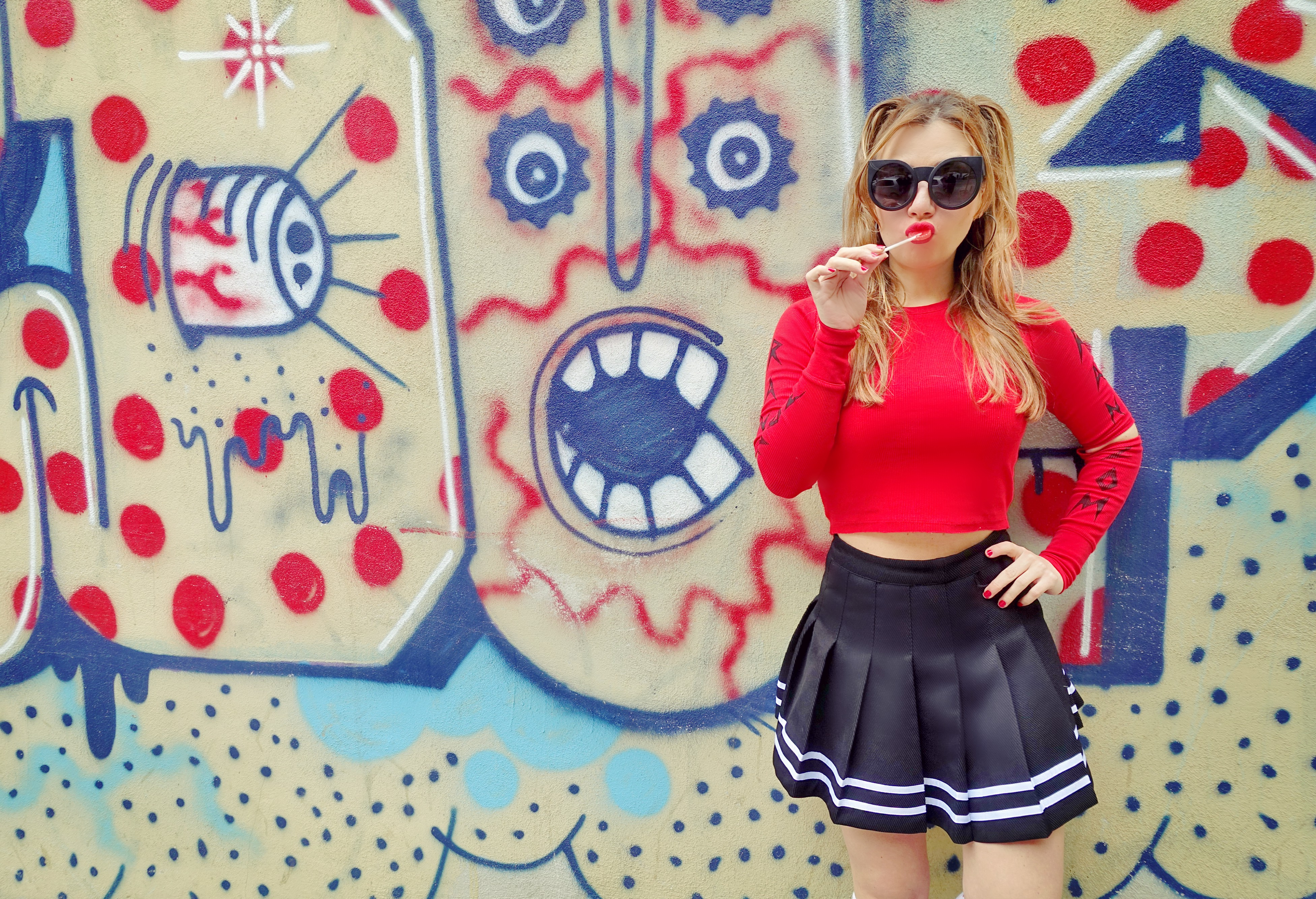 Lolita-look-cheerleader-outfit-blog-de-moda-ChicAdicta-influencer-Madrid-Chic-Adicta-falda-de-pliegues-PiensaenChic-Piensa-en-Chic