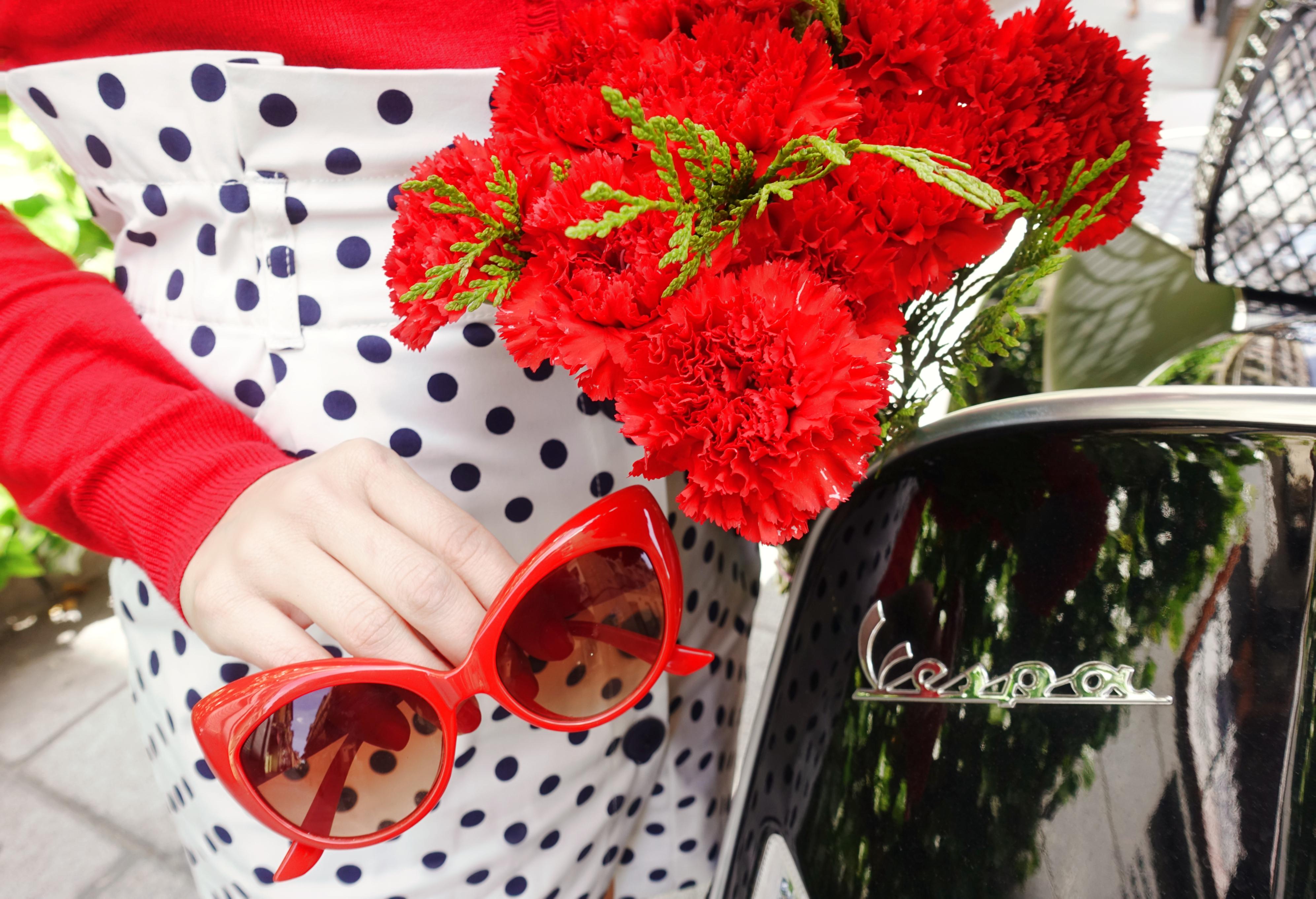 Vespa-style-retro-sunglasses-ChicAdicta-blog-de-moda-influencer-Madrid-Chic-Adicta-PiensaenChic-polkadot-Piensa-en-Chic