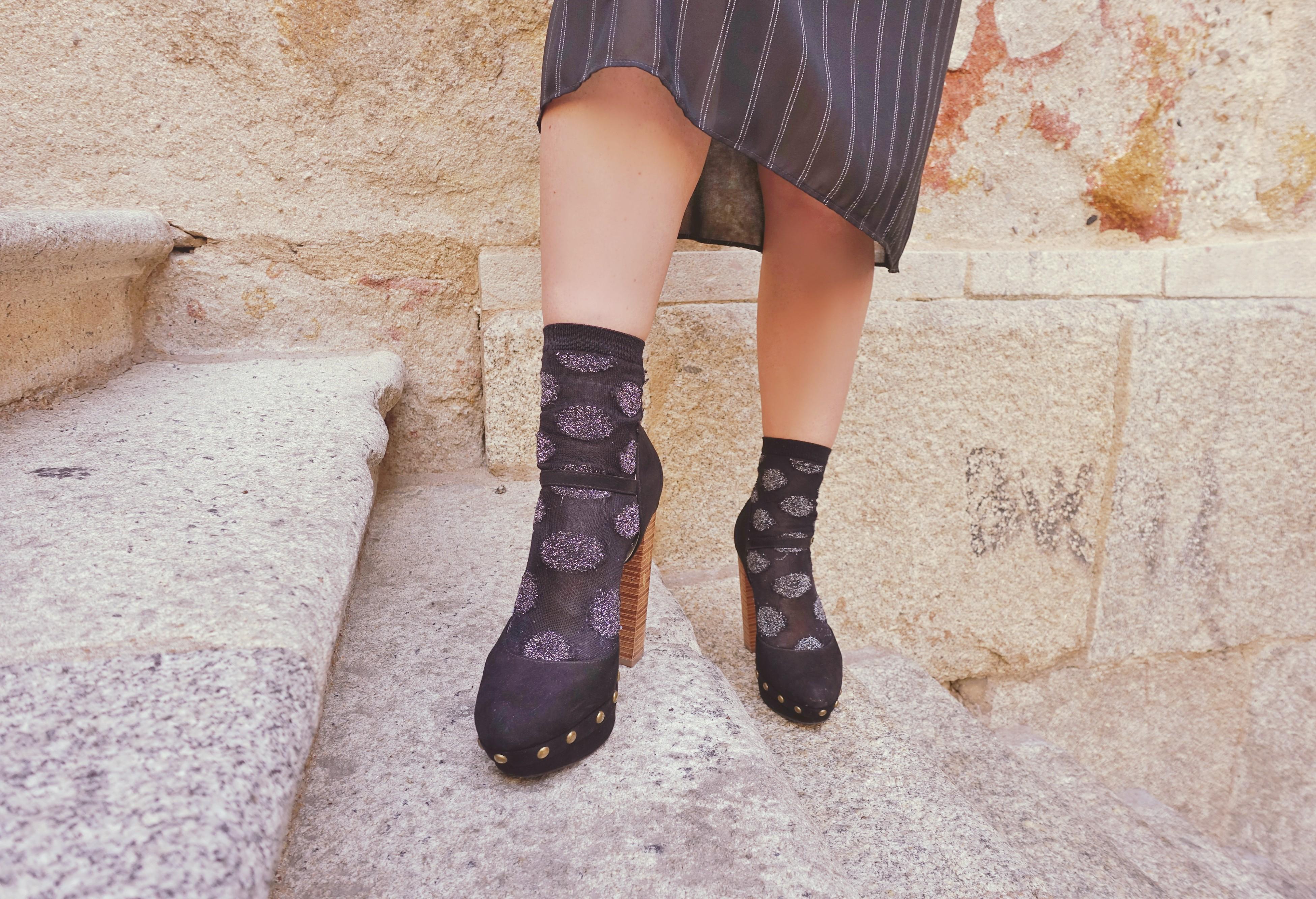 Calcetines-de-lunares-tacones-negros-justfab-blog-de-moda-ChicAdicta-influencer-polkadot-style-Chic-Adicta-PiensaenChic-Piensa-en-Chic
