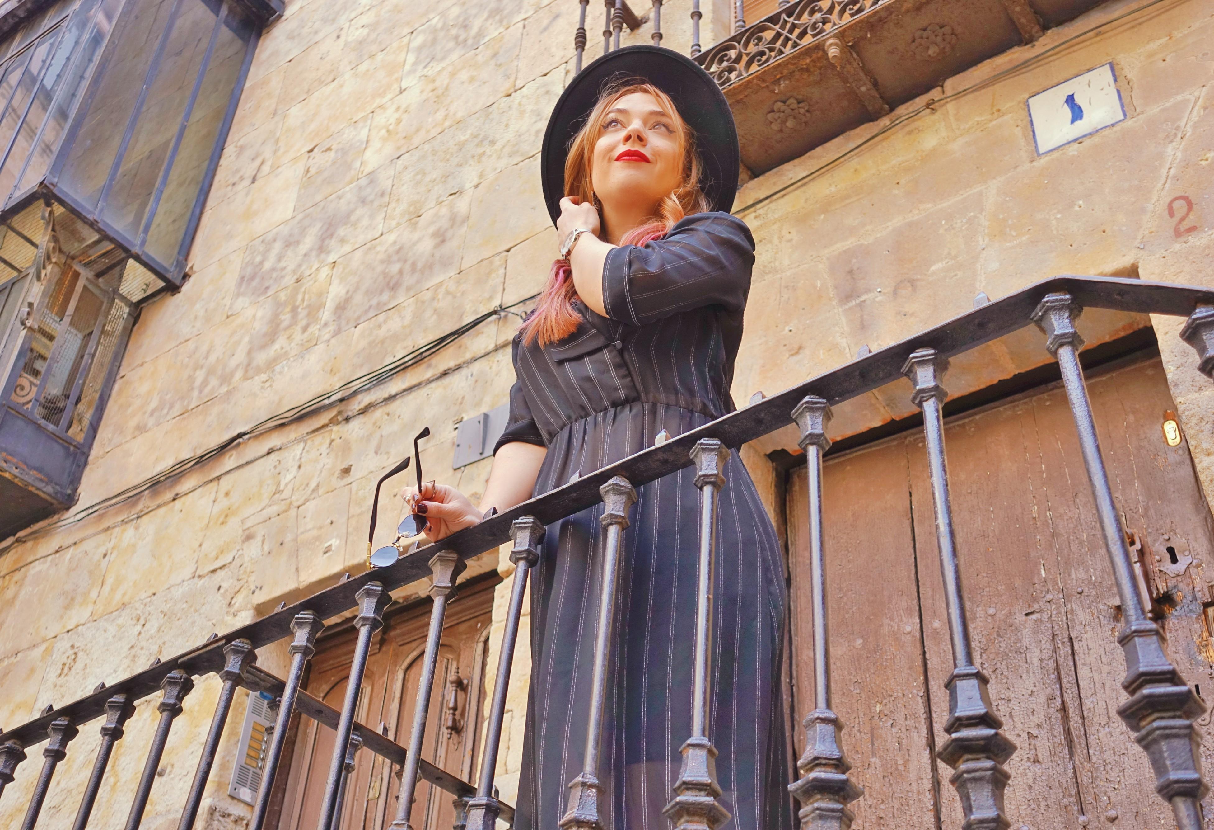 Sombreros-PiensaenChic-blog-de-moda-ChicAdicta-fashionista-influencer-Chic-Adicta-vestidos-vintage-pelo-rosa-Piensa-en-Chic
