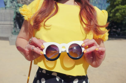 Gafas-divertidas-tiger-sunglasses-Chicadicta-influencer-Chic-adicta-aramat-fashion-falda-de-lunares-yellow-look-Piensa-en-Chic-PiensaenChic