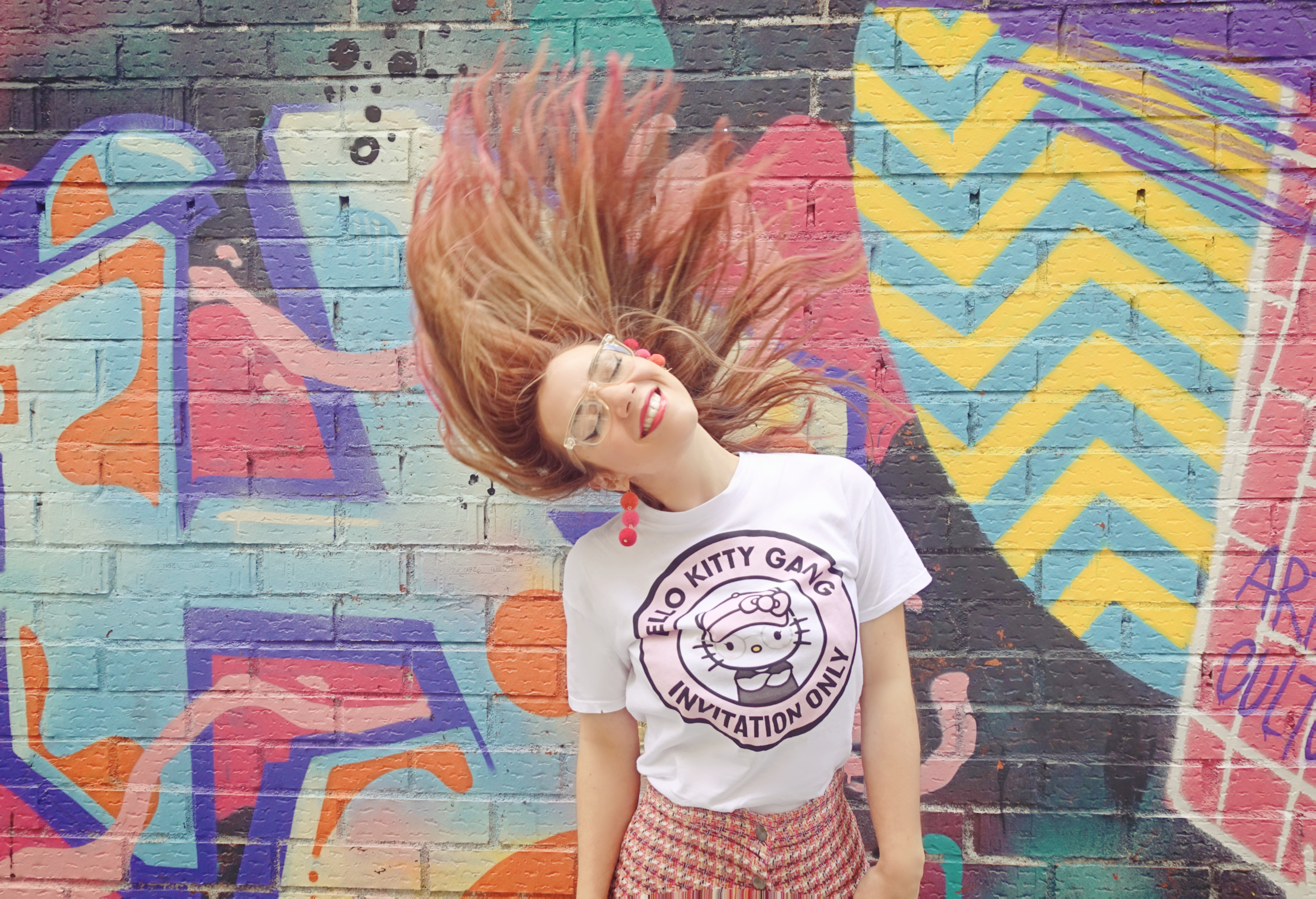Pelo-rosa-blog-de-moda-ChicAdicta-influencer-Chic-adicta-madrid-PiensaenChic-falda-estampado-chanel-Piensa-en-Chic-hellokitty