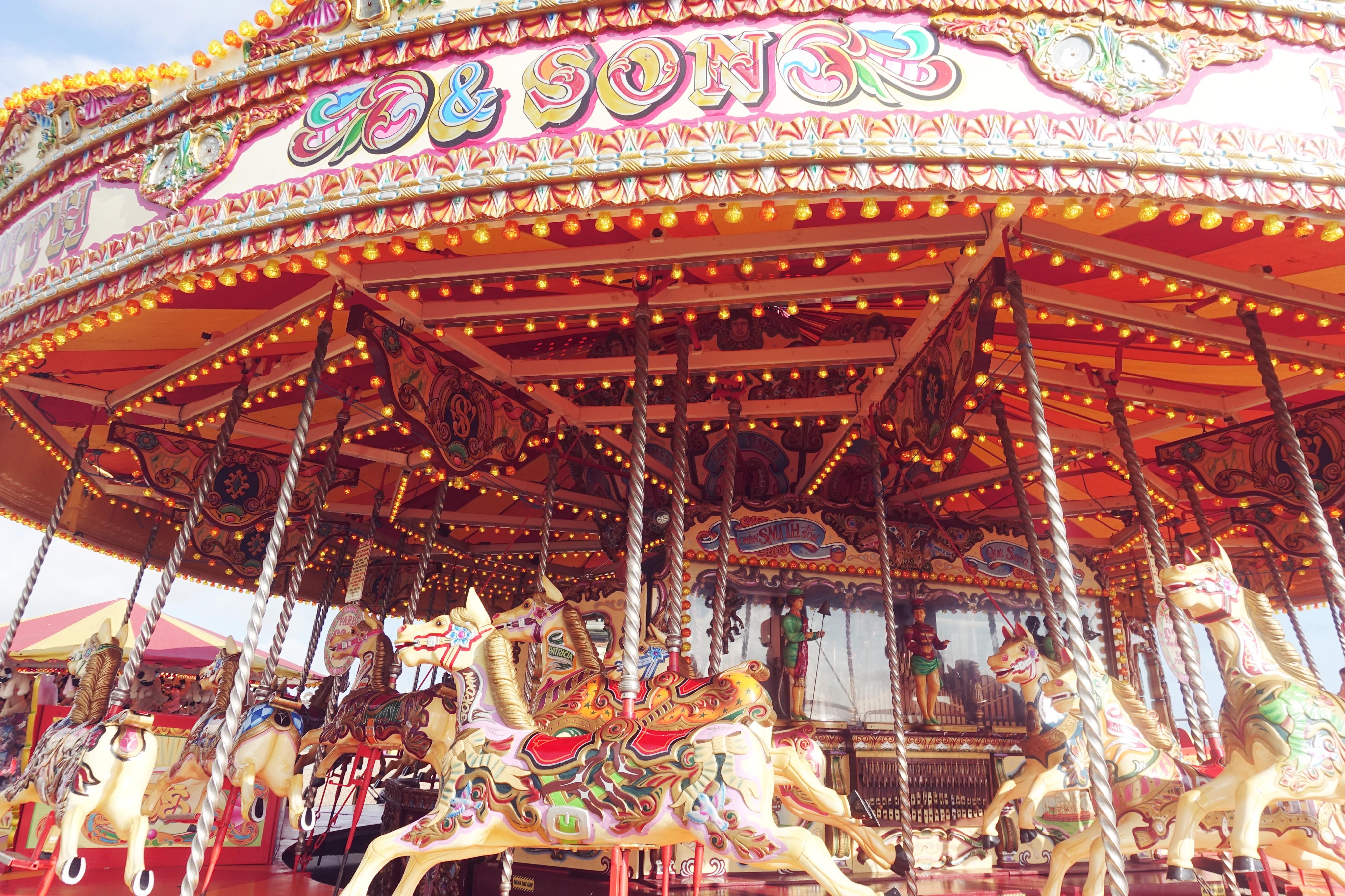 Que-ver-en-Brighton-PeinsaenChic-blog-de-moda-influencer-ChicAdicta-carrousel-fashion-travel-Chic-adicta-Piensa-en-Chic