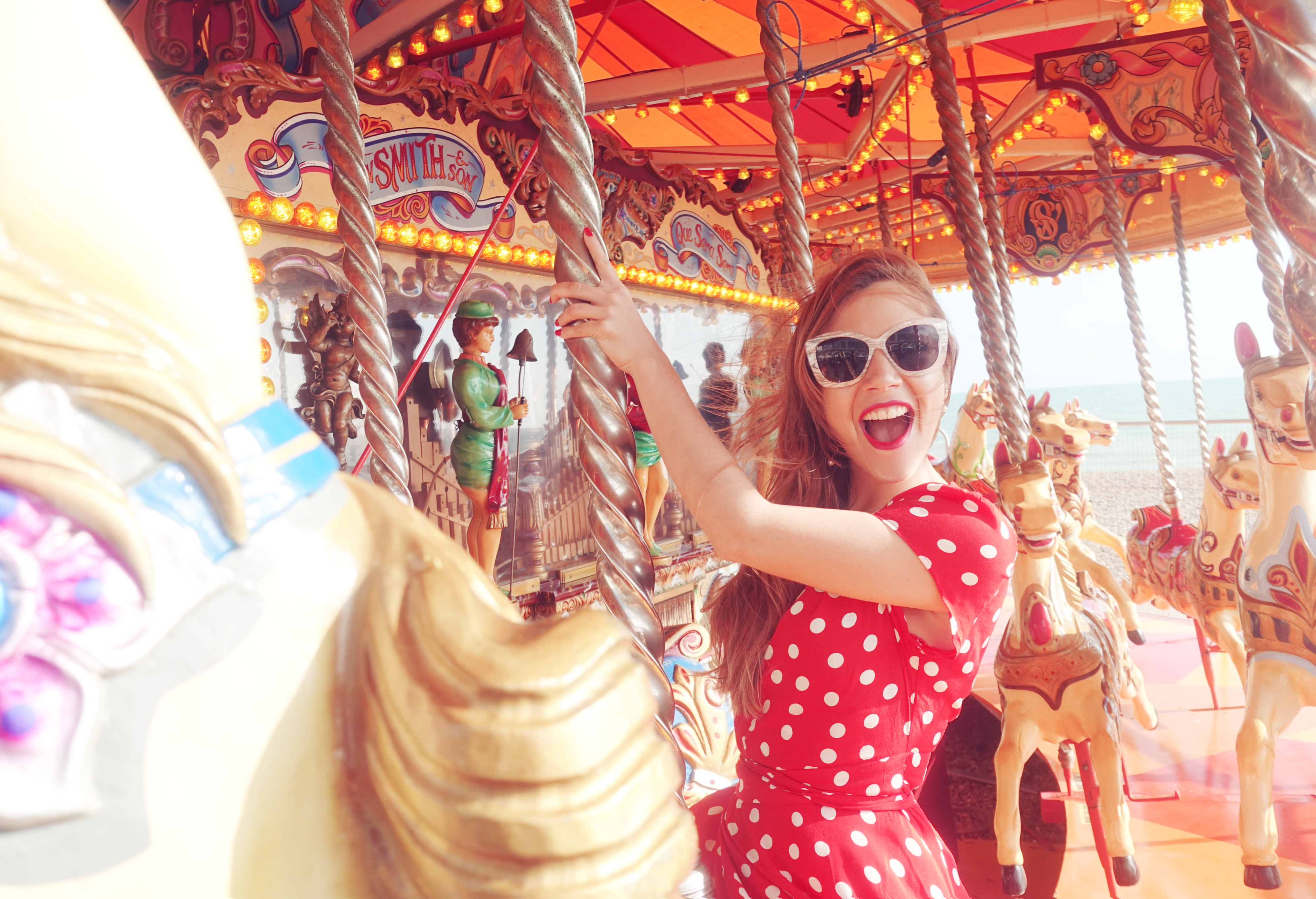 Que-ver-en-Brighton-fashion-travel-Chicadicta-influencer-uk-PiensaenChic-polka-dot-dress-floryday-Chic-adicta-Piensa-en-Chic