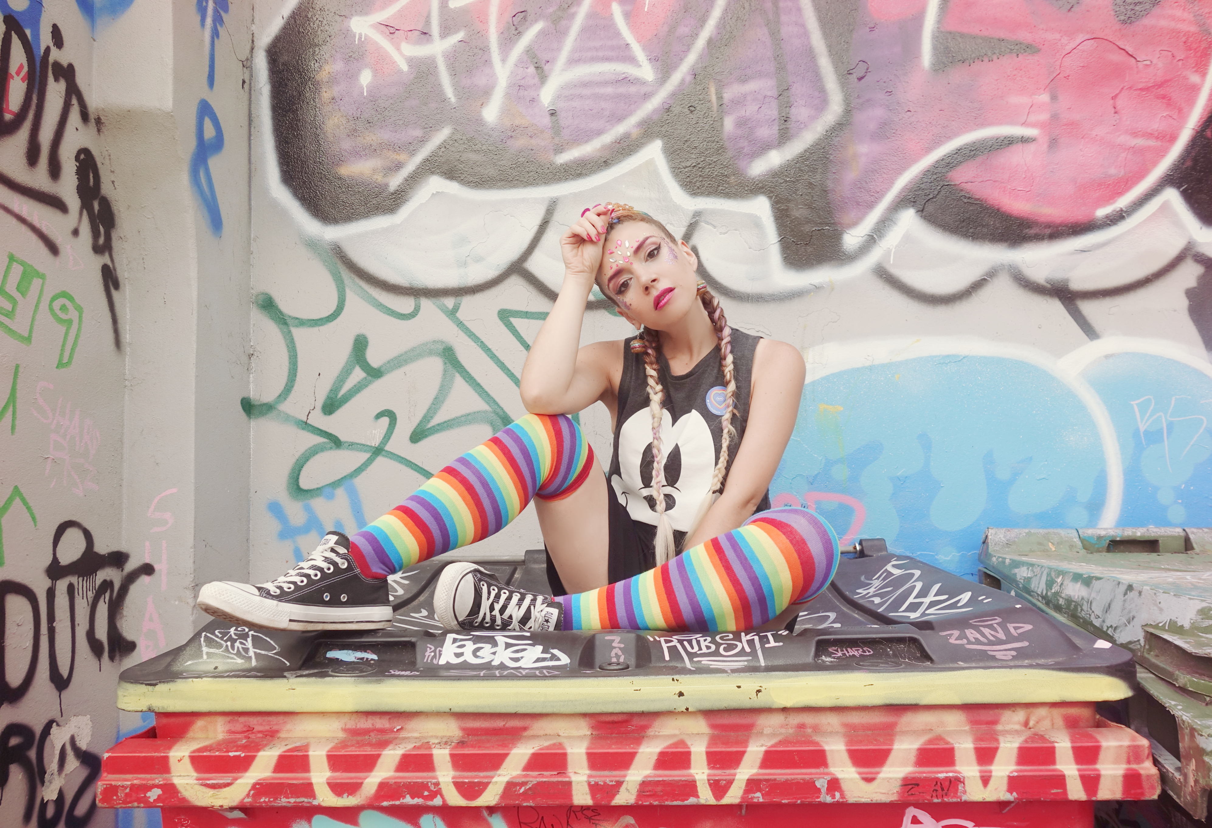 Calcetines-de-arcoiris-PiensaenChic-influencer-ChicAdicta-blog-de-moda-trendy-hairstyles-Chic-adicta-mickey-top-Piensa-en-Chic