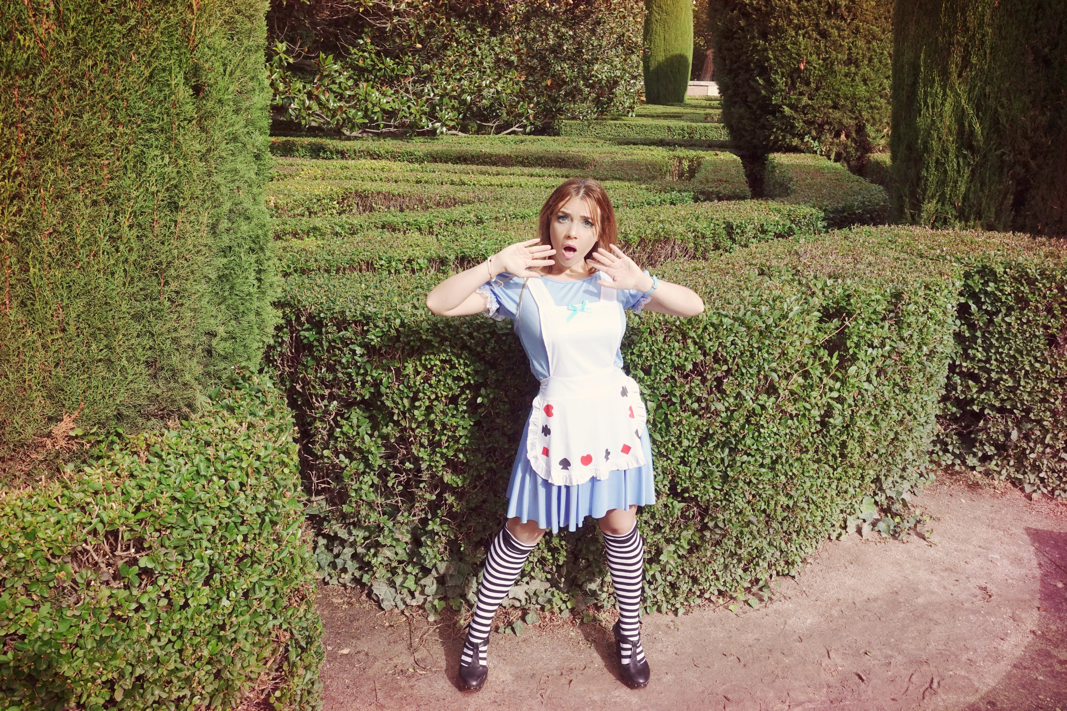 Disfraz-alicia-en-el-pais-de-las-maravillas-halloween-PiensaenChic-blog-de-moda-ChicAdicta-influencer-halloween-Chic-adicta-Piensa-en-Chic