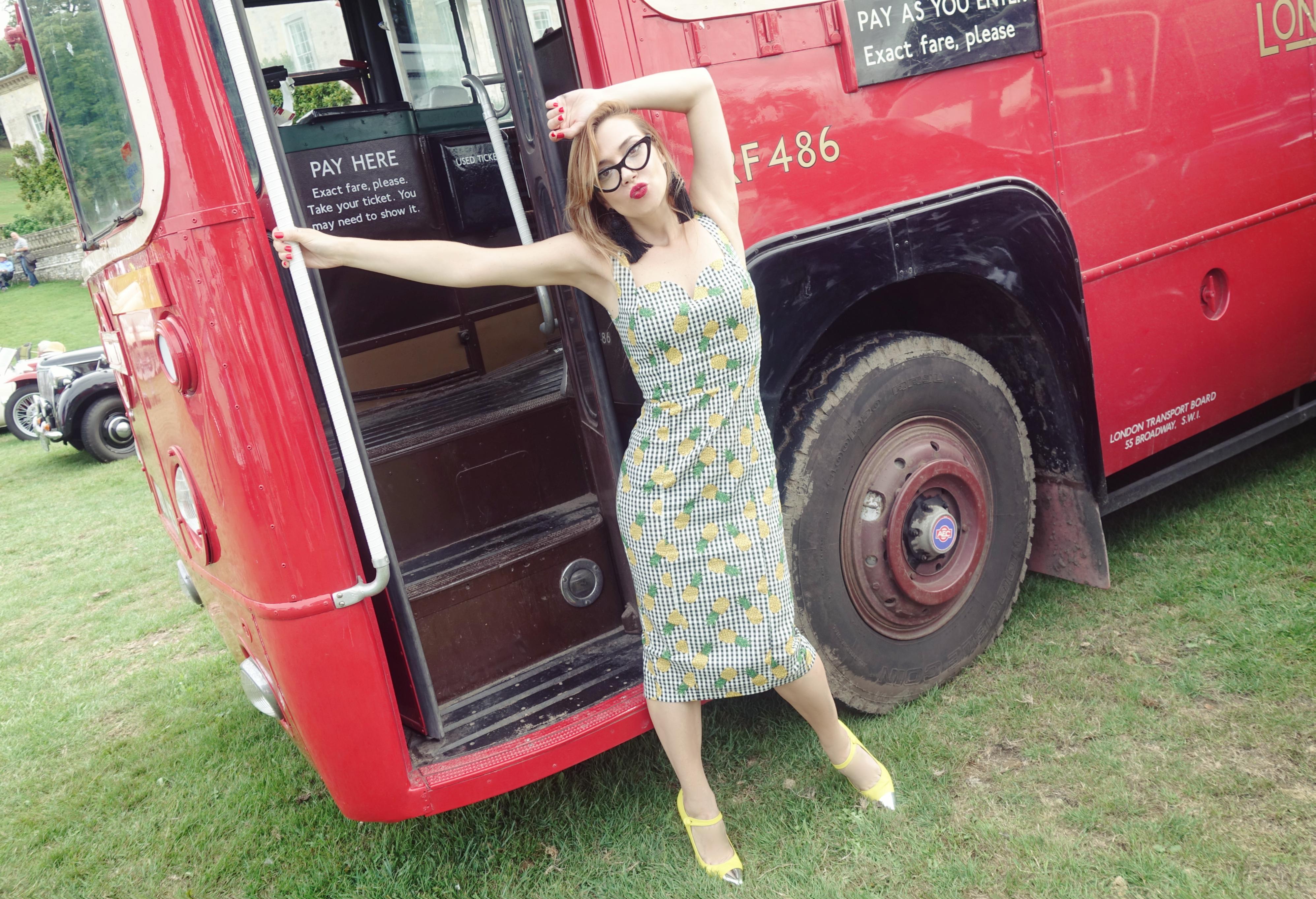 London-style-Firle-Vintage-Fair-ChicAdicta-PiensaenChic-influencer-collectif-dress-look-anos-50-Chic-adicta-Piensa-en-Chic-blog-de-moda