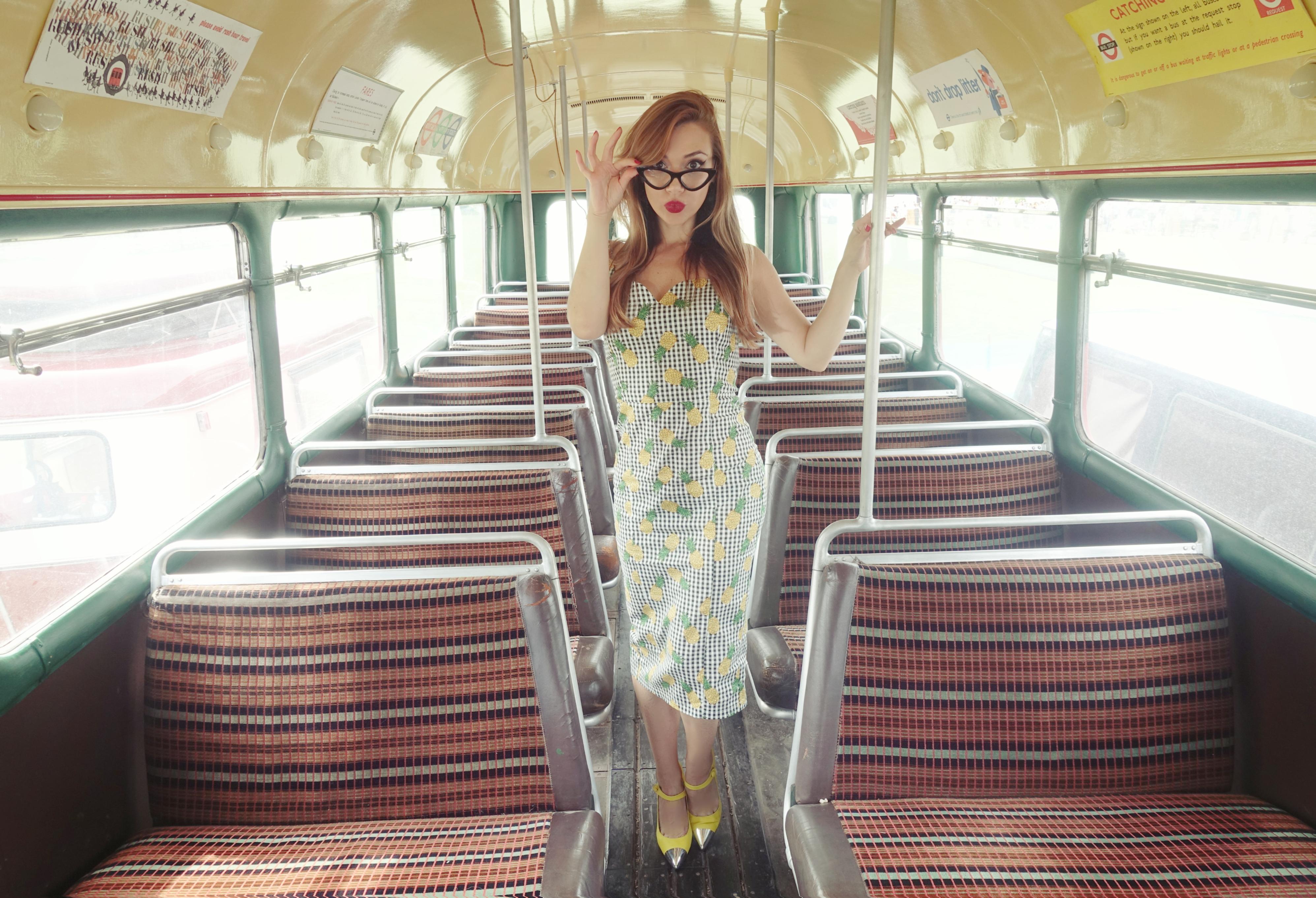 Retro-style-collectif-dress-chicadicta-blog-de-moda-PiensaenChic-influencer-travel-fashion-Chic-adicta-vestido-estampado-de-pinas-Piensa-en-Chic