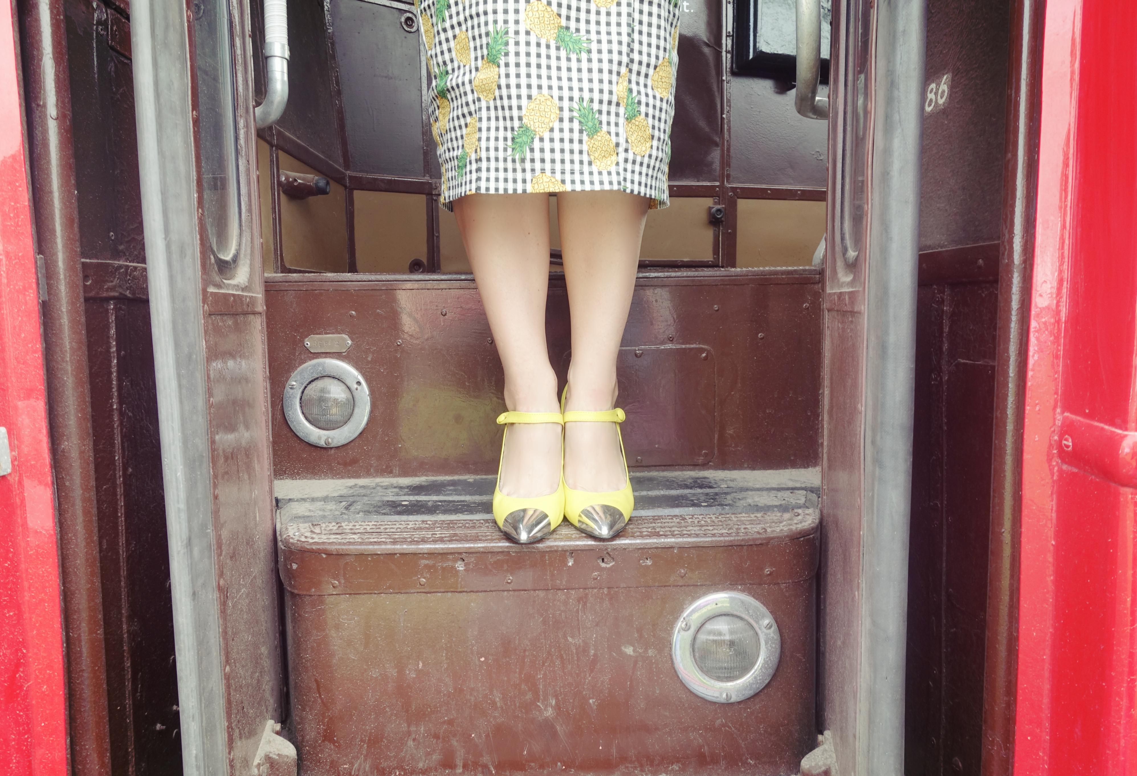 Yellow-shoes-blog-de-moda-Chicadicta-PiensaenChic-influencer-tacones-amarillos-Chic-adicta-Piensa-en-Chic-london-style