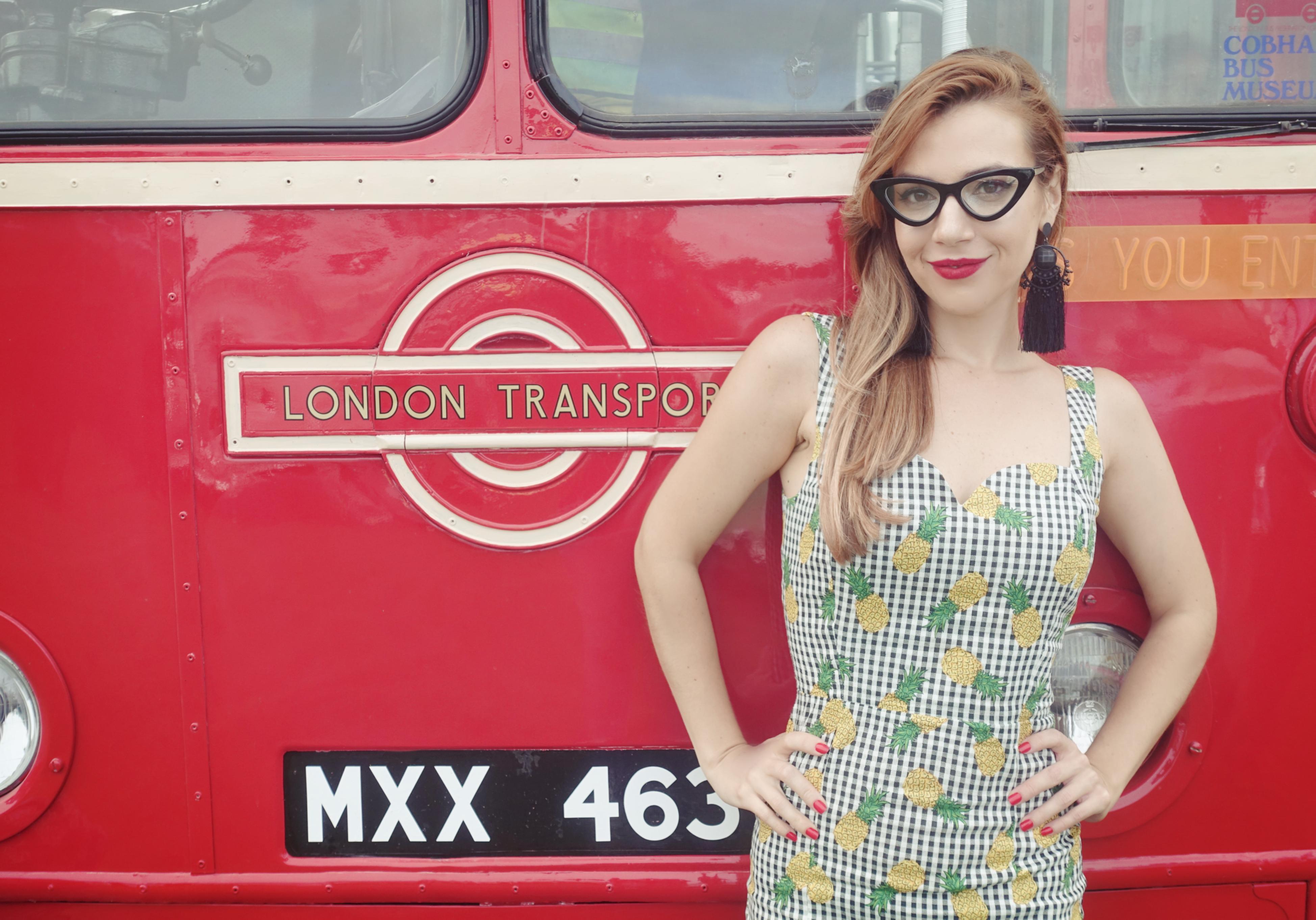 collectif-london-to-brighton-Chicadicta-blog-de-moda-influencer-Piensa-en-Chic-look-retro-gafas-vintage-estampado-de-pinas-Chic-adicta-Piensaenchic
