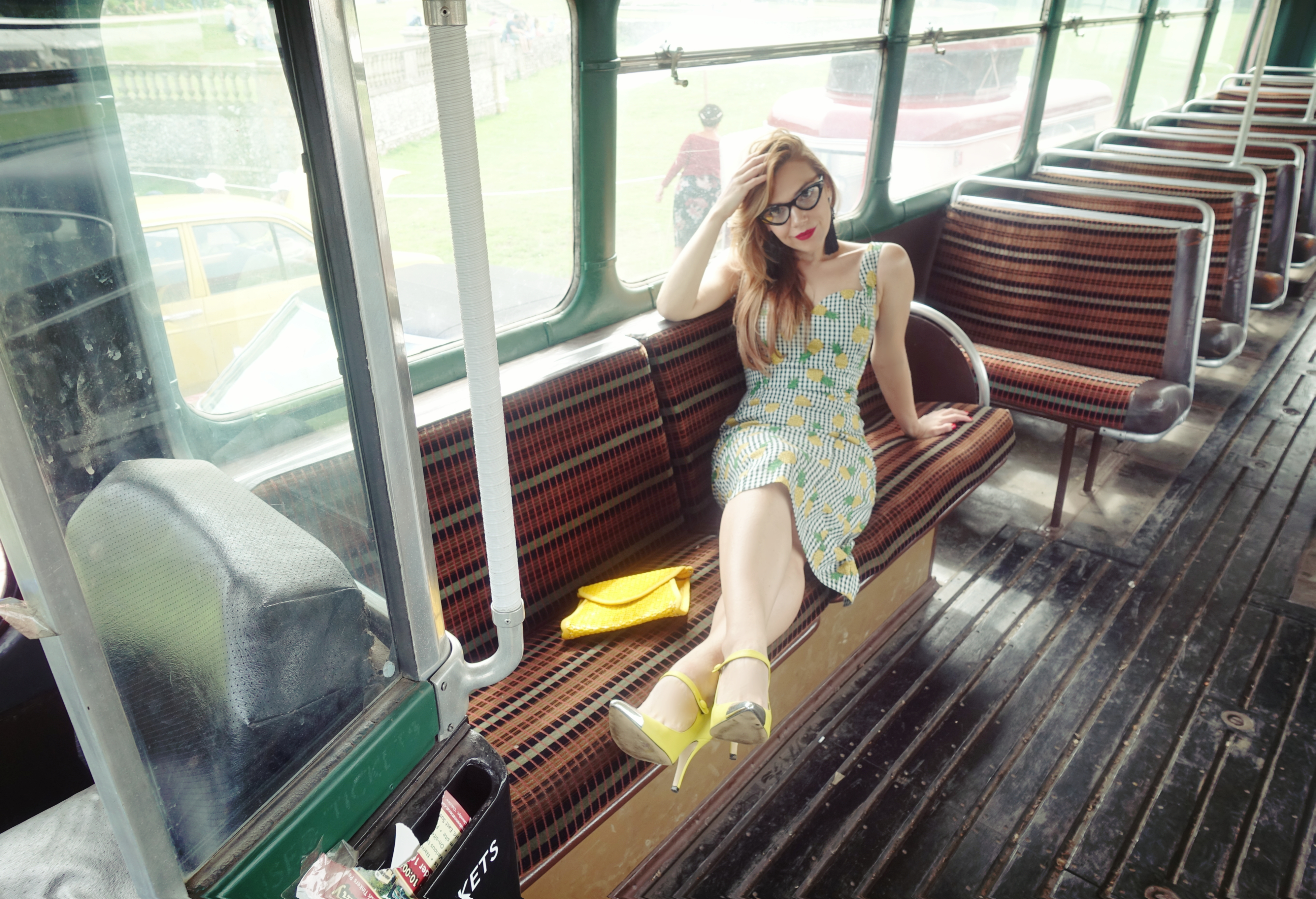 collectif-vintage-dress-blog-de-moda-ChicAdicta-influencer-PiensaenChic-pineapple-look-Chic-adicta-london-to-brighton-Piensa-en-Chic