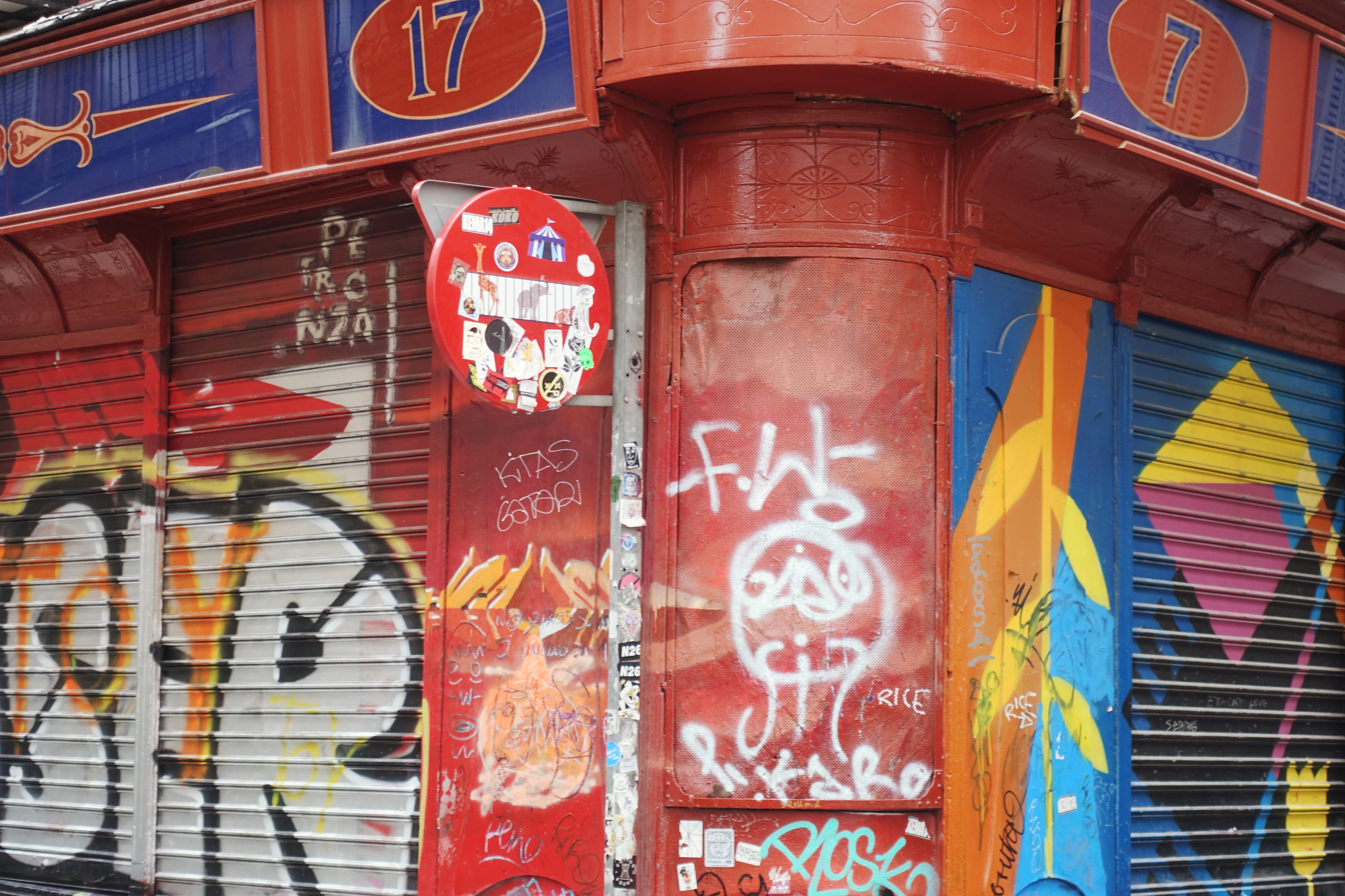 Barrio-hipster-de-madrid-PiensaenChic-blog-de-moda-Chicadicta-influencer-arte-urbano-malasana