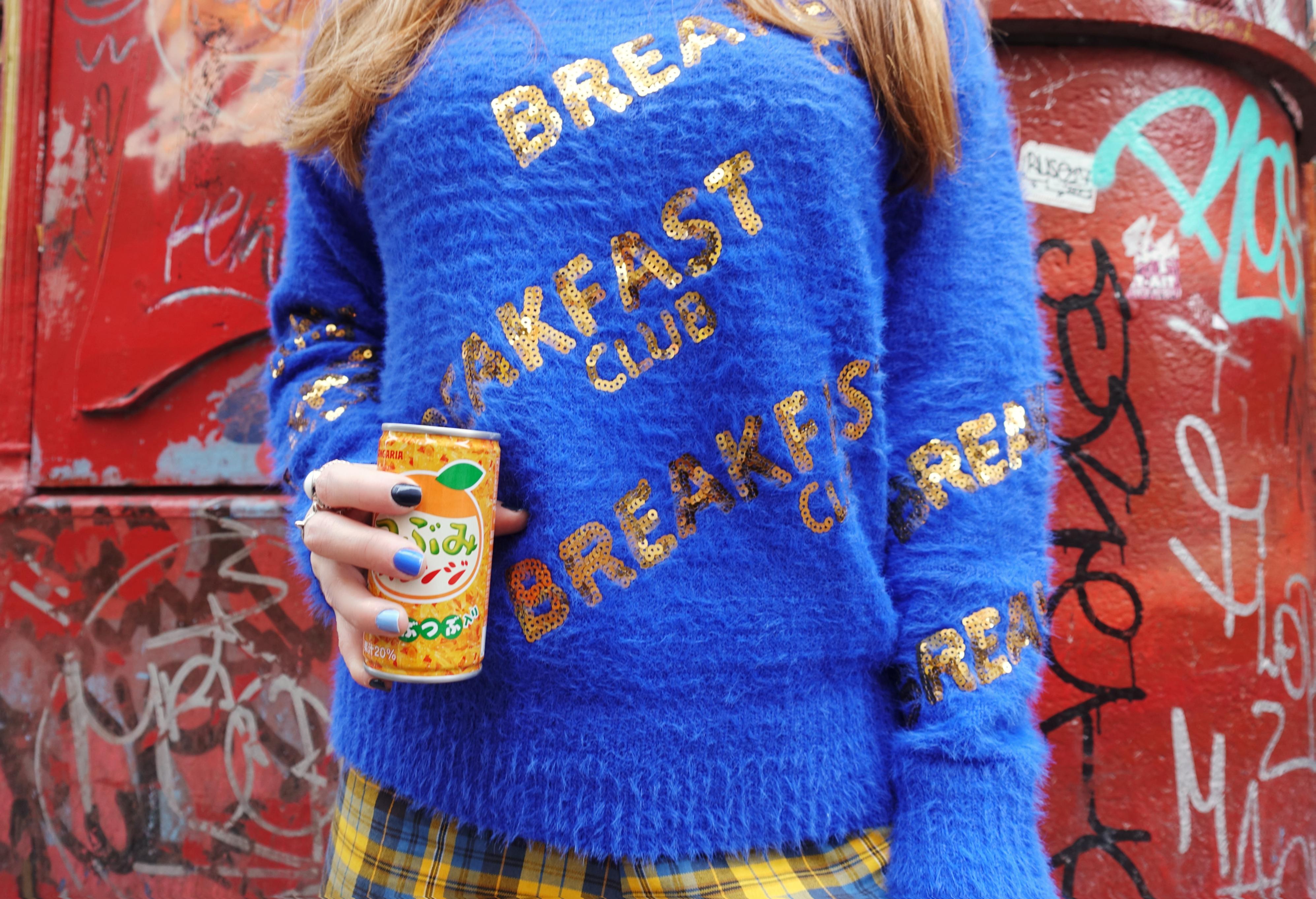urban-look-Chicadicta-molly-bracken-PiensaenChic-blog-de-moda-fashionista-outfit-azul-fall-style-outfits-con-lentejuelas-Chic-adicta-Piensa-en-Chic