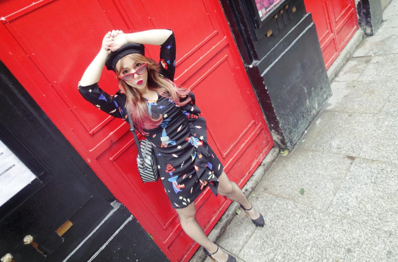 Gafas-retro-blog-de-moda-ChicAdicta-PiensaenChic-influencer-jetsons-dress-Minueto-medias-de-rejilla-fashionista-Chic-adicta-Piensa-en-Chic