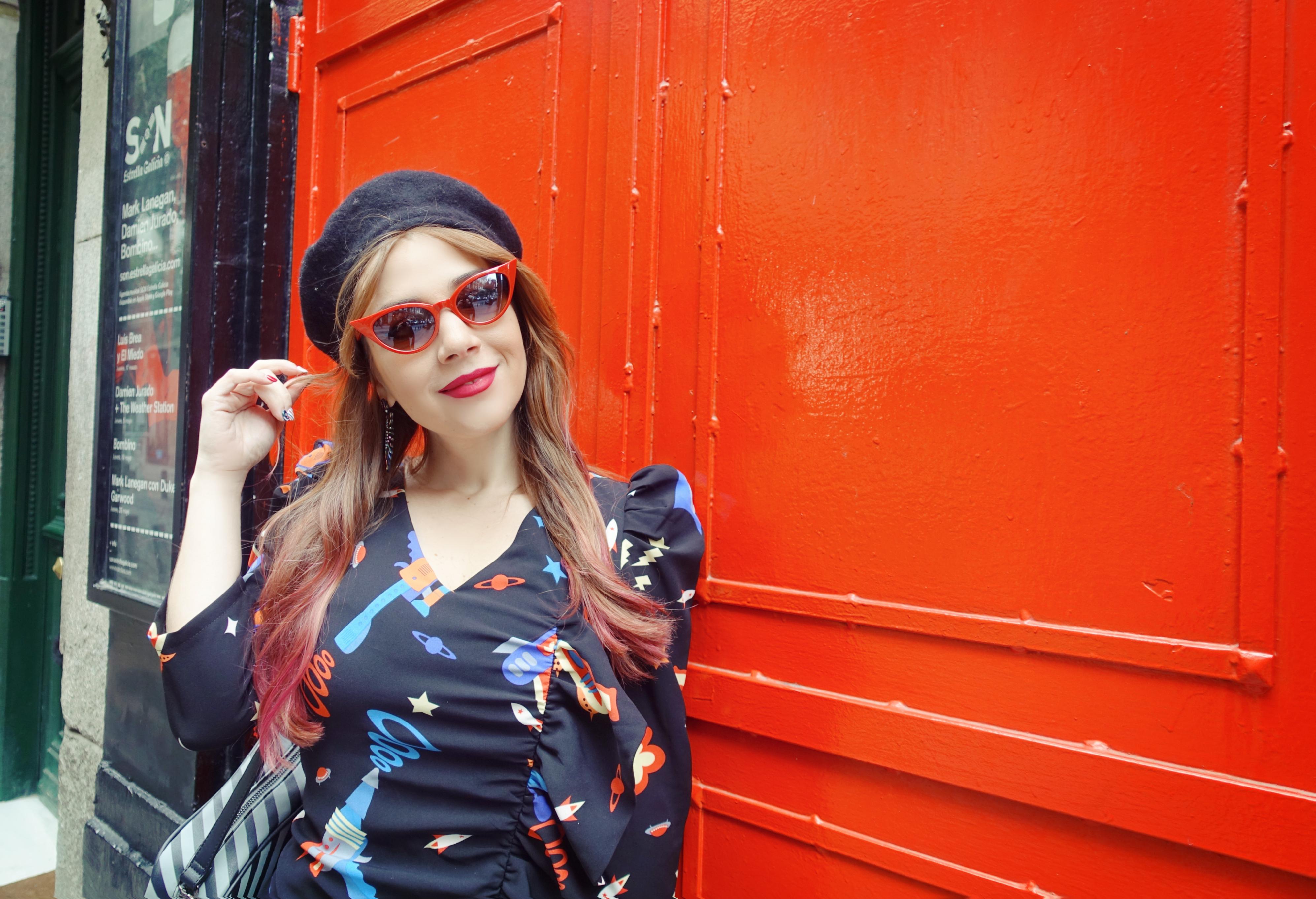 Moda-invierno-2019-blog-de-moda-Chicadicta-influcer-PiensaenChic-estampado-espacial-minueto-dress-Chic-adicta-Piensa-en-Chic